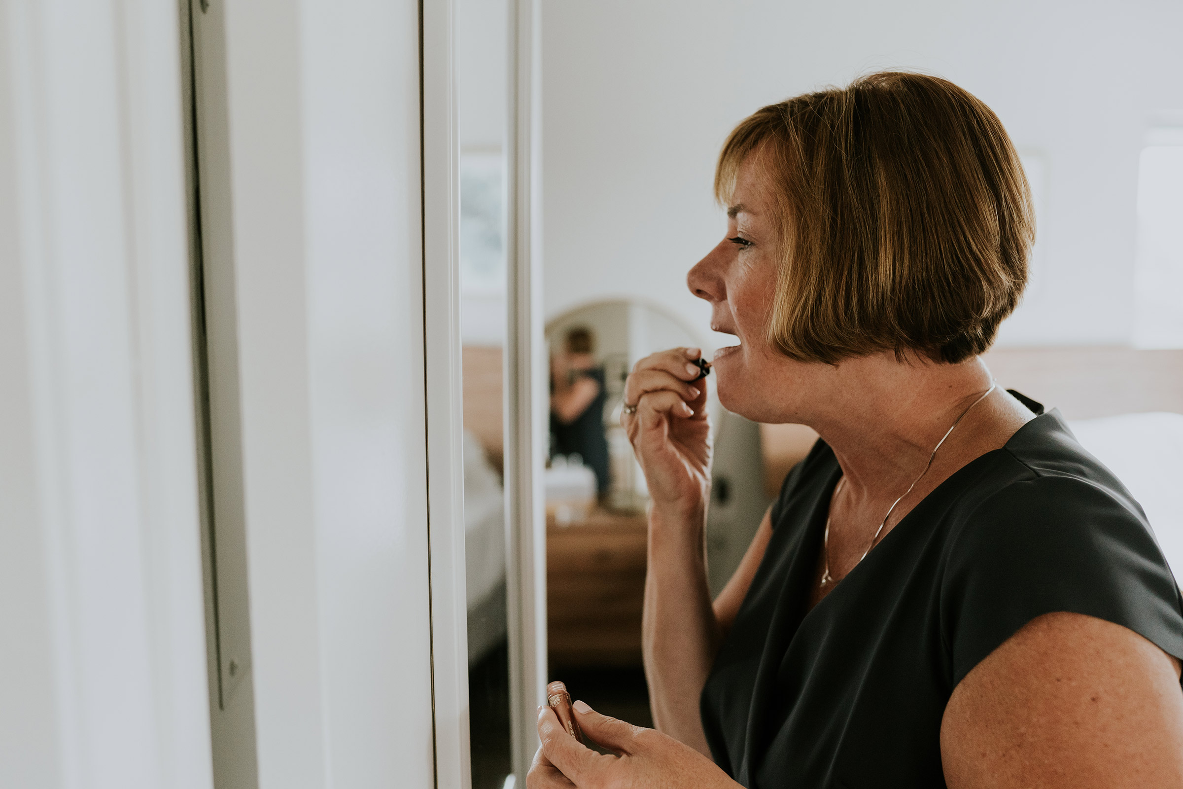 mr-mrs-hull-mother-of-groom-getting-ready-desmoines-iowa-raelyn-ramey-photography-84.jpg