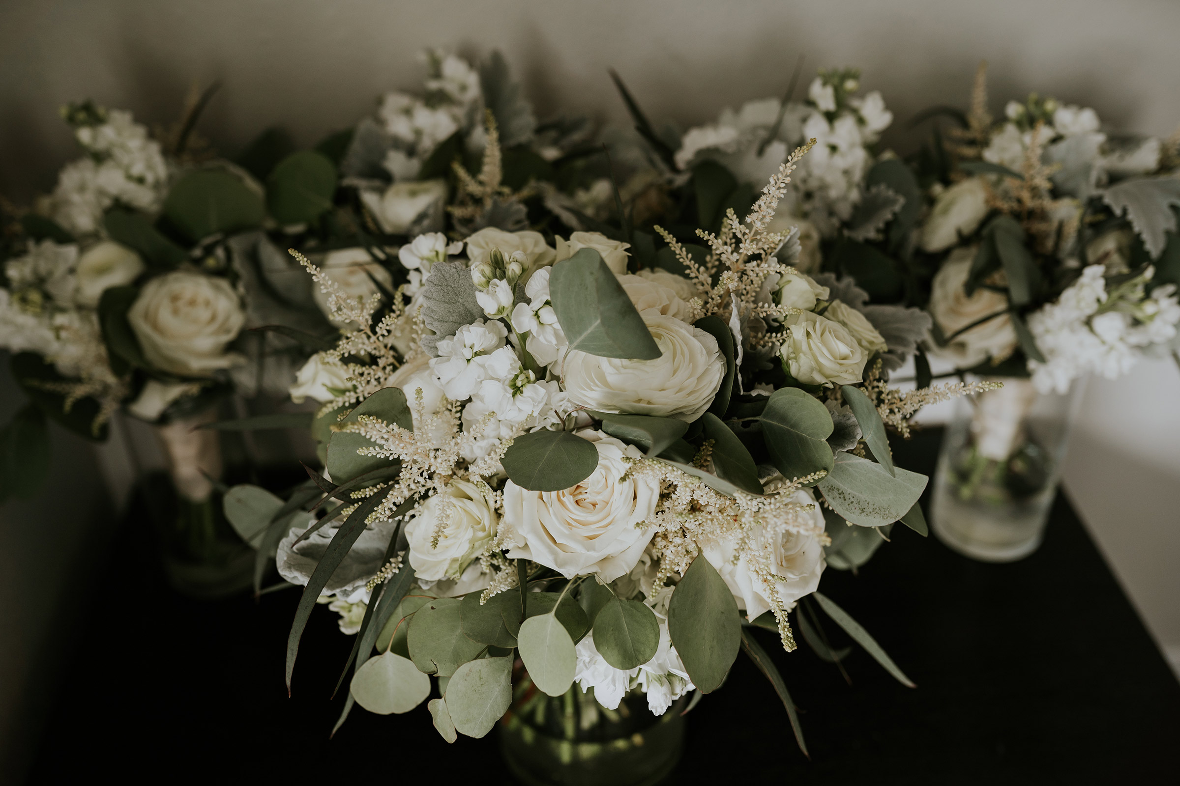 mr-mrs-hull-something-chic-floral-bouquet-desmoines-iowa-raelyn-ramey-photography-12.jpg