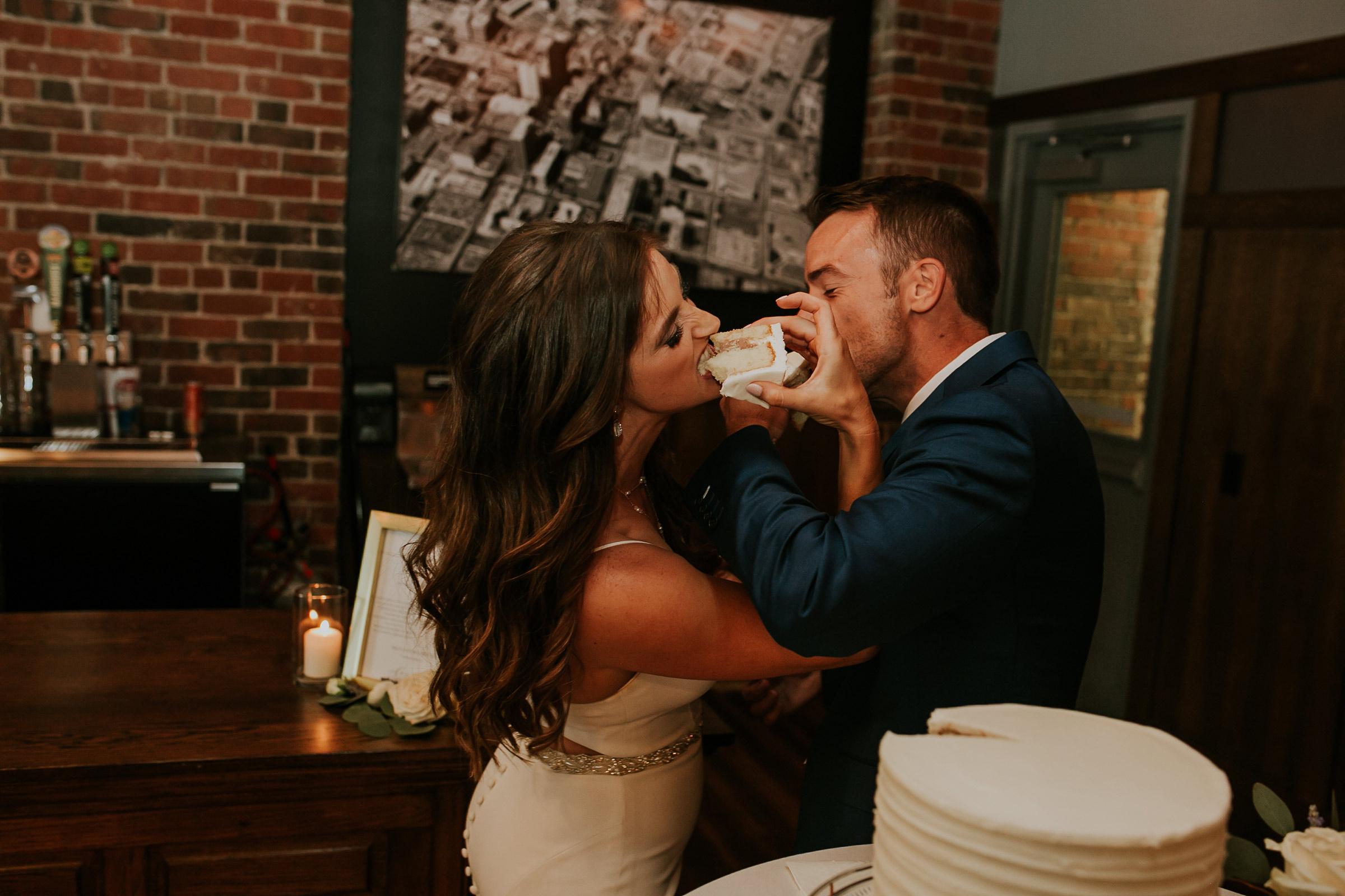 mr-mrs-hull-couple-eating-cake-taproom-desmoines-iowa-raelyn-ramey-photography-553.jpg