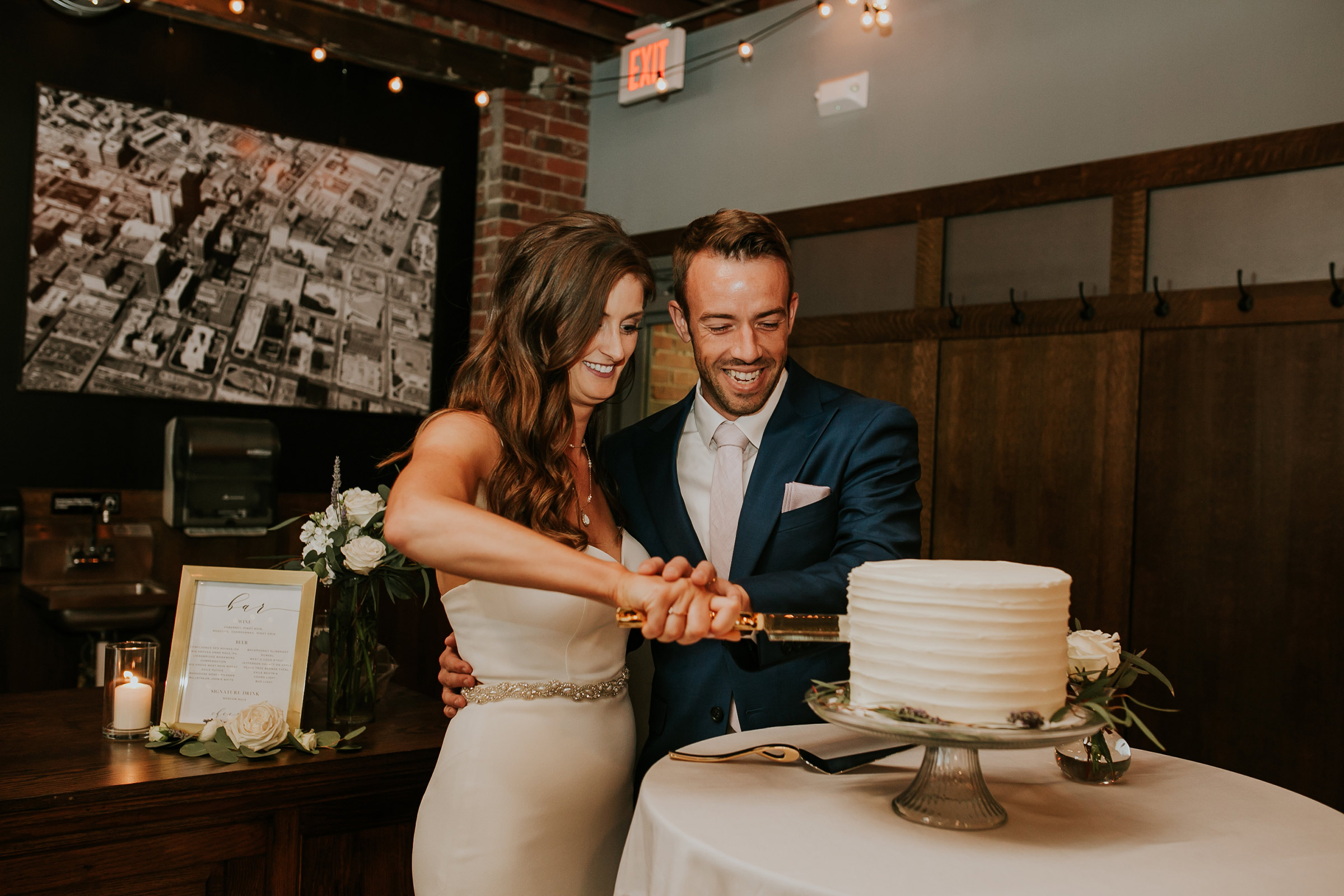 mr-mrs-hull-couple-cutting-cake-taproom-desmoines-iowa-raelyn-ramey-photography-551.jpg