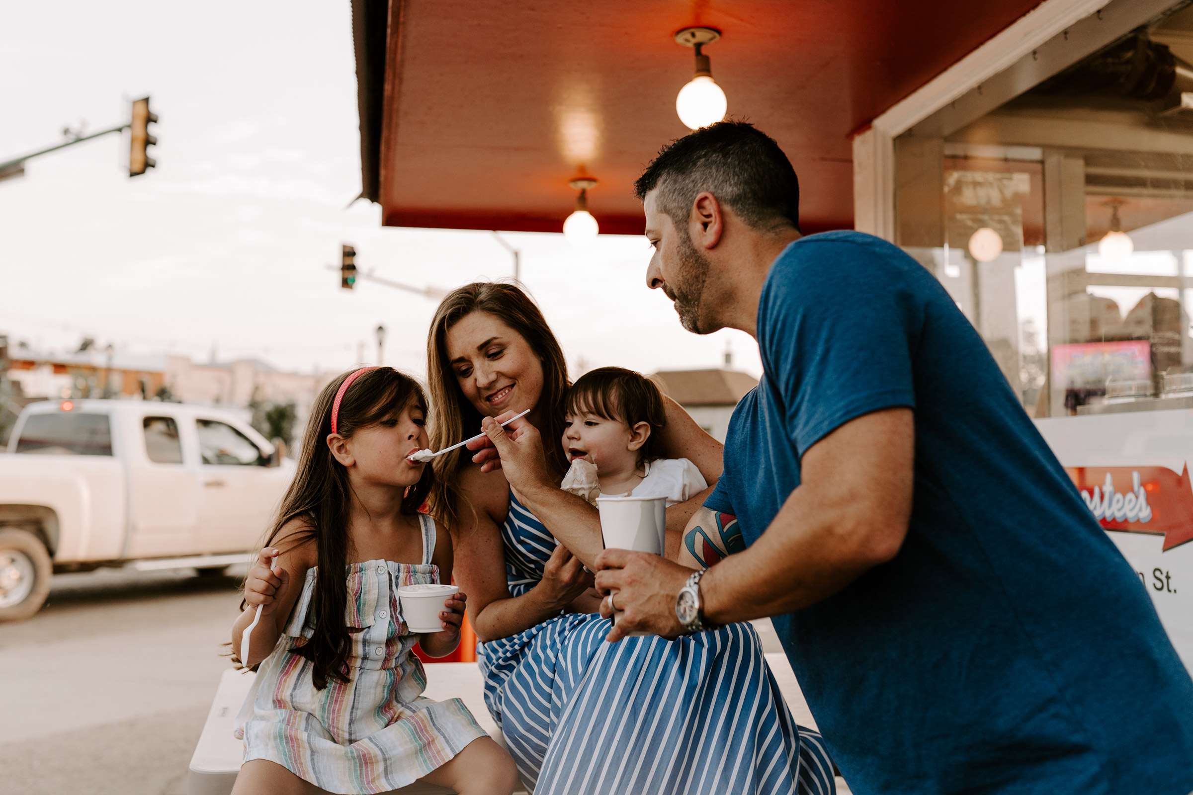 natale-family-dad-feeding-daughter-ice-cream-at-frostees-winterset-iowa-raelyn-ramey-photography-195.jpg