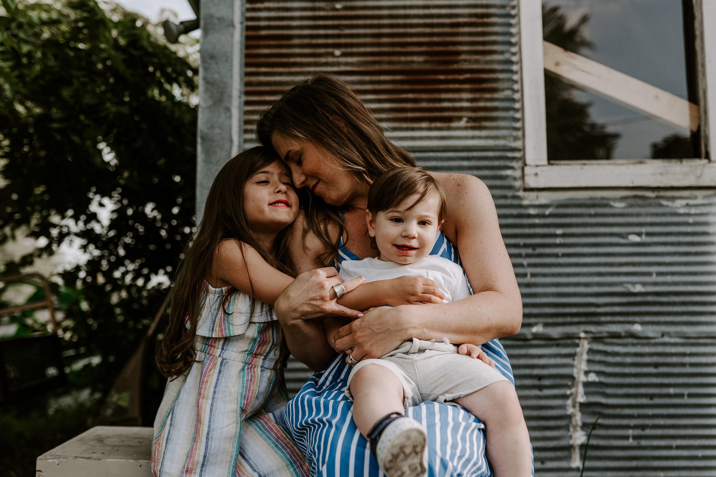 natale-family-mom-holding-two-kids-iris-aisle--winterset-iowa-raelyn-ramey-photography-5.jpg