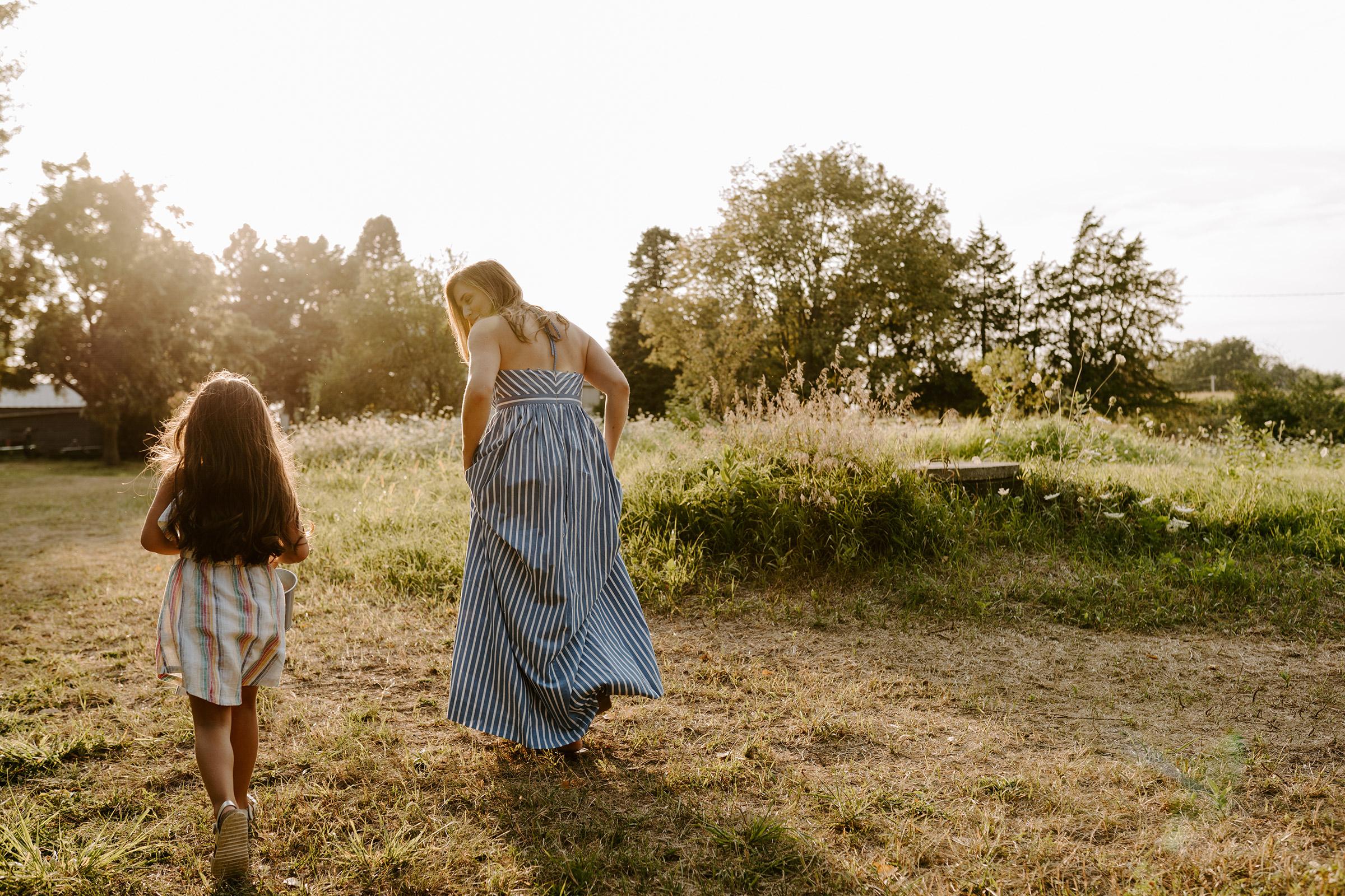 natale-family-mom-running-with-daughter-iris-aisle--winterset-iowa-raelyn-ramey-photography-117.jpg
