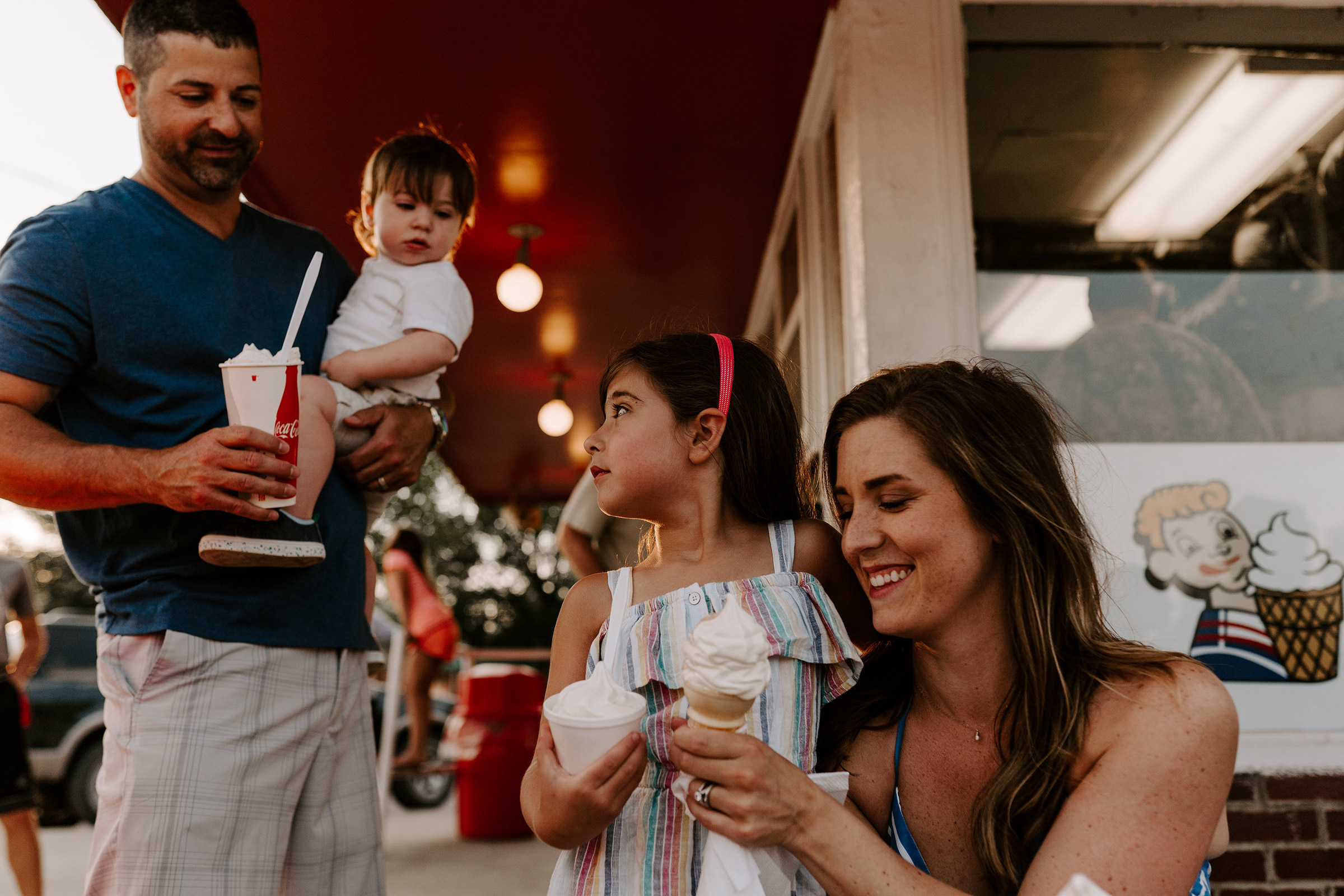 natale-family-ordering-ice-cream-at-frostees-winterset-iowa-raelyn-ramey-photography-188.jpg
