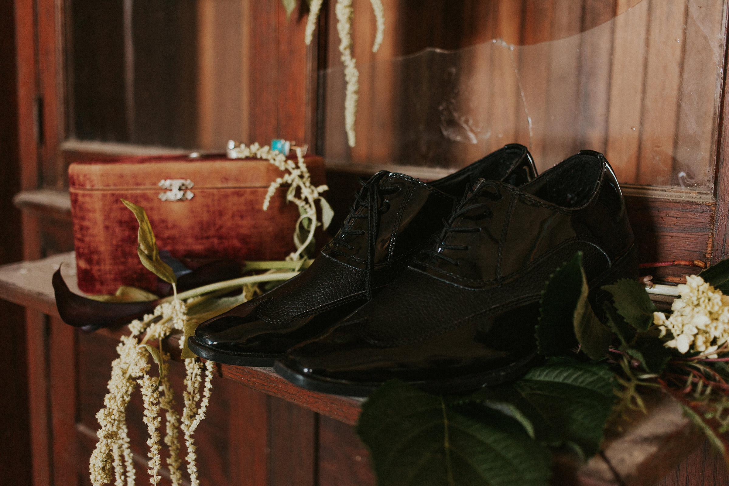 skeffingtons-dress-shoes-getting-ready-burlington-iowa-gothic-wedding-elopement-raelyn-ramey-photography-79.jpg