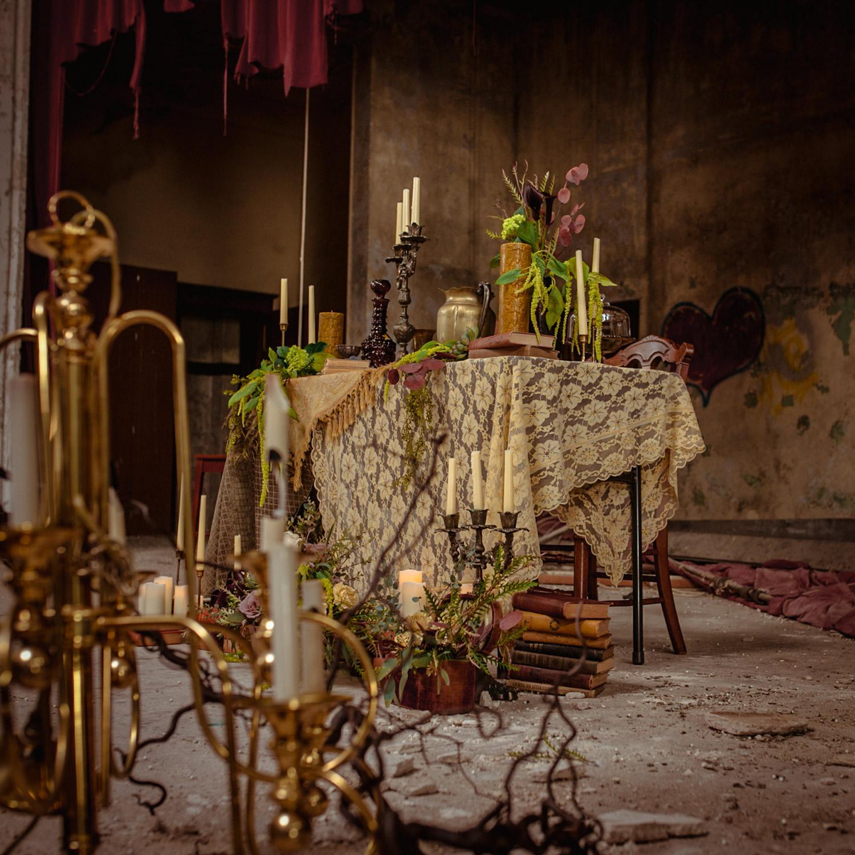 styled-abandon-reception-theater-decorations-burlington-iowa-gothic-wedding-elopement-raelyn-ramey-photography-134.jpg