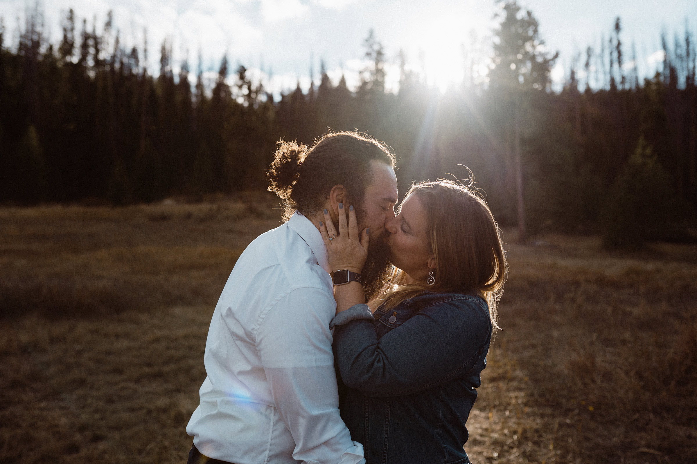 guest-kissing-in-sun-light-double-a-barn-grand-lake-colorado-raelyn-ramey-photography-677.jpg
