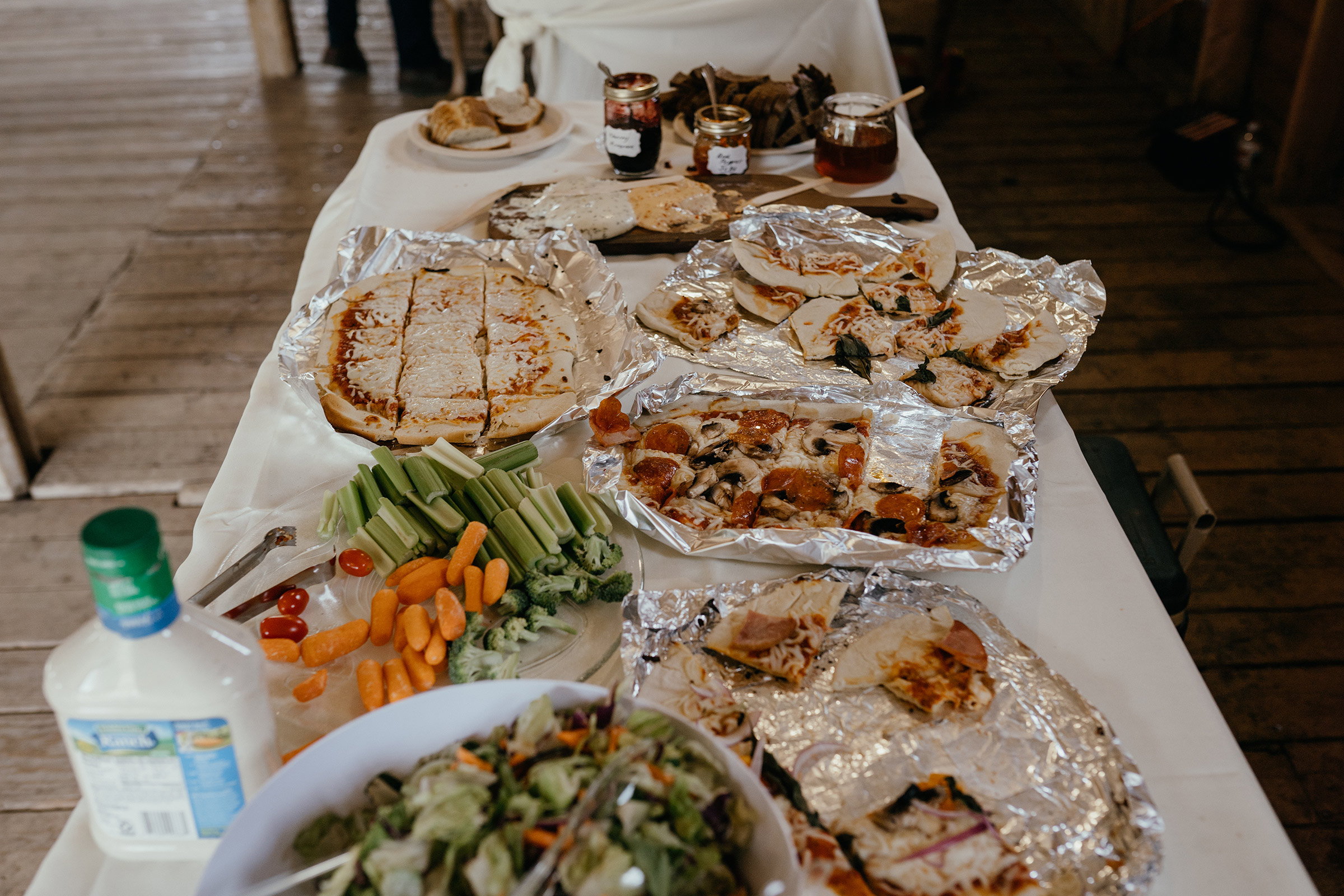 handmade-pizza-table-reception-double-a-barn-grand-lake-colorado-raelyn-ramey-photography-547.jpg