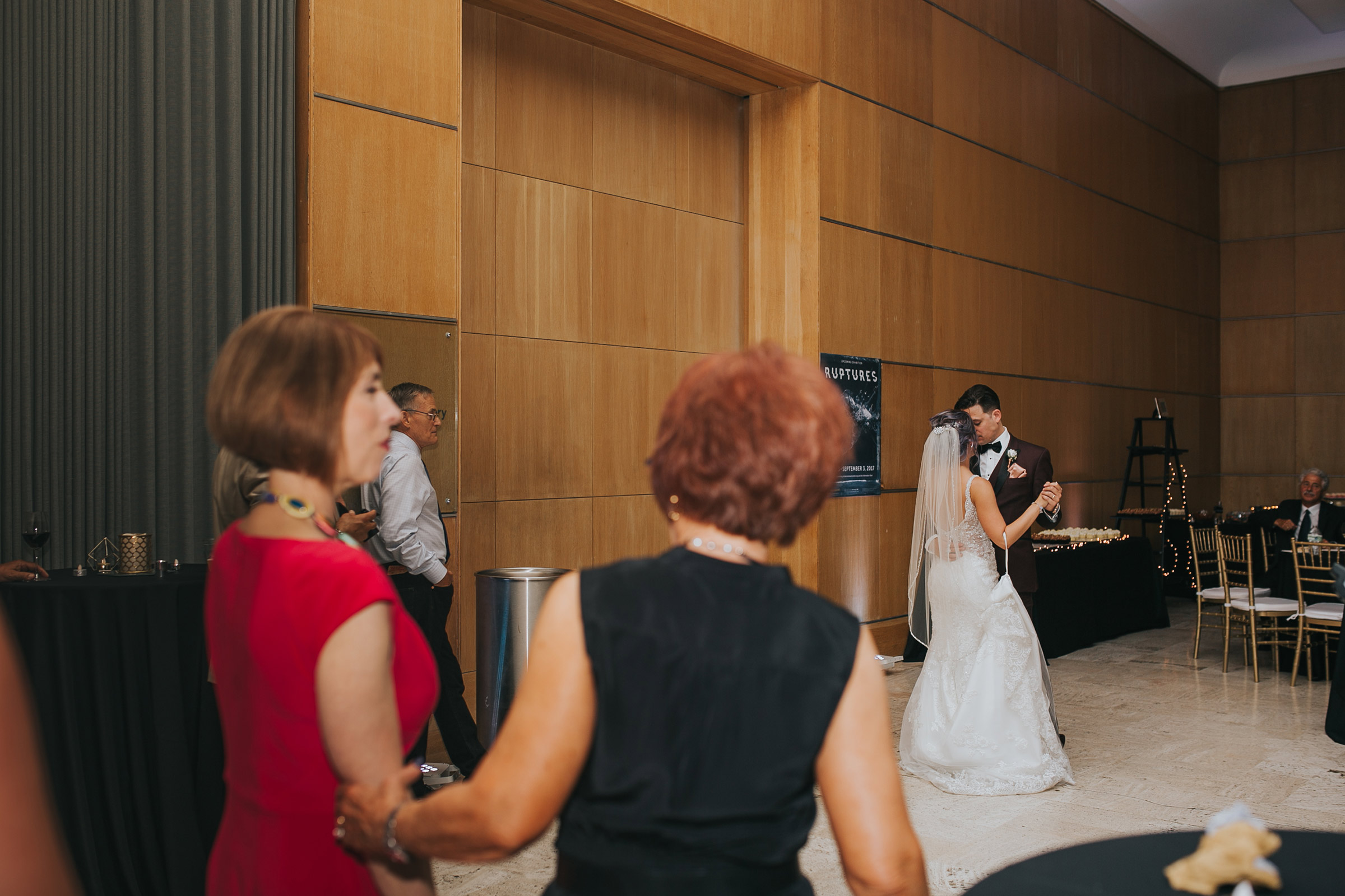 bride-and-groom-slow-first-dance-desmoines-iowa-art-center-raelyn-ramey-photography.jpg