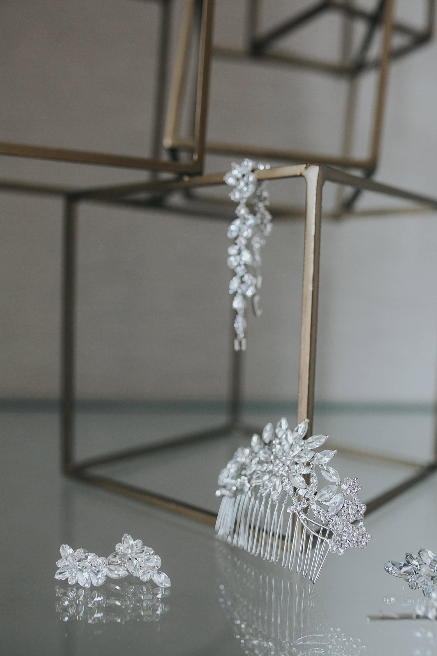 bride-jewelry-clip-desmoines-iowa-ac-hotel-raelyn-ramey-photography.jpg