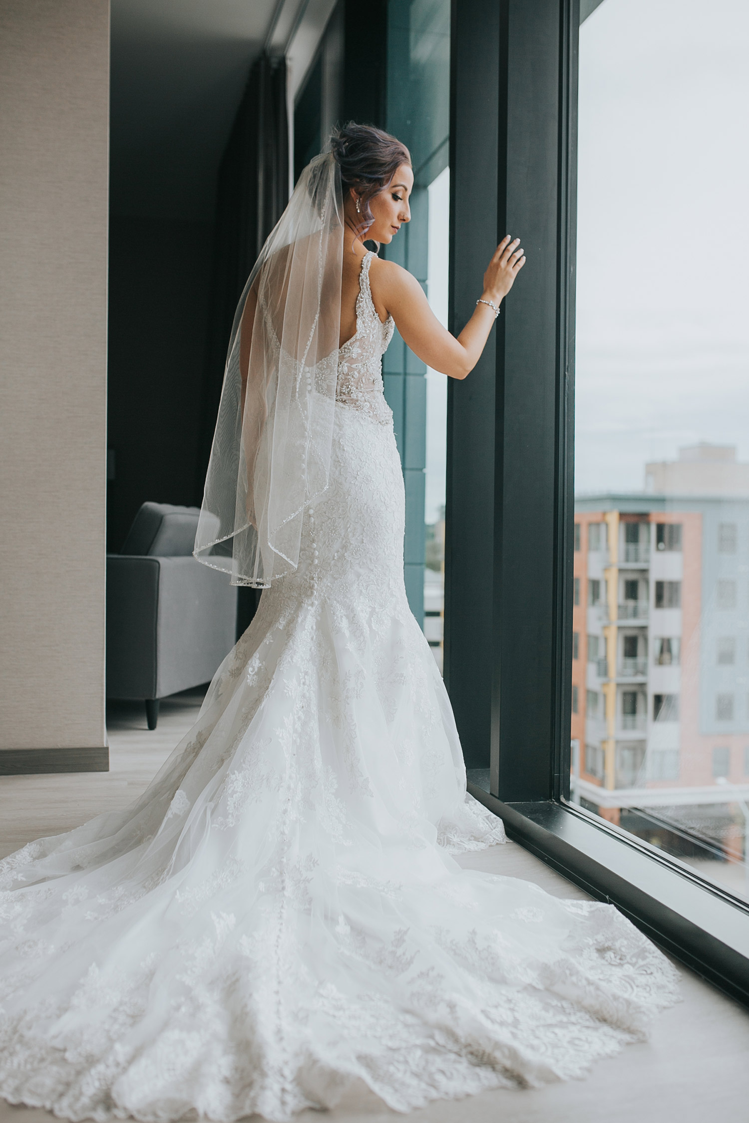 bride-posing-by-suite-window-desmoines-iowa-ac-hotel-raelyn-ramey-photography.jpg