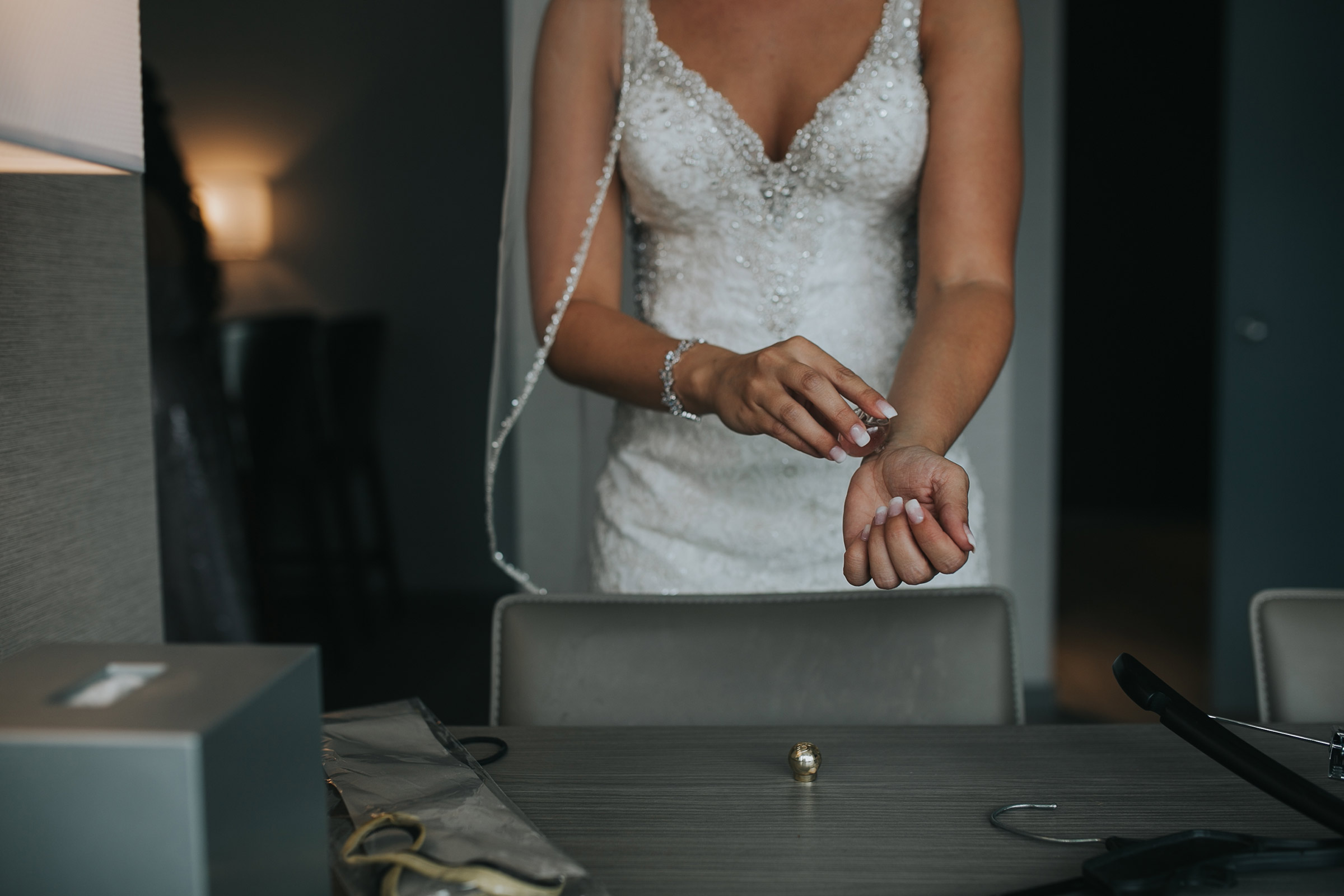 bride-putting-perfume-on-desmoines-iowa-ac-hotel-raelyn-ramey-photography.jpg