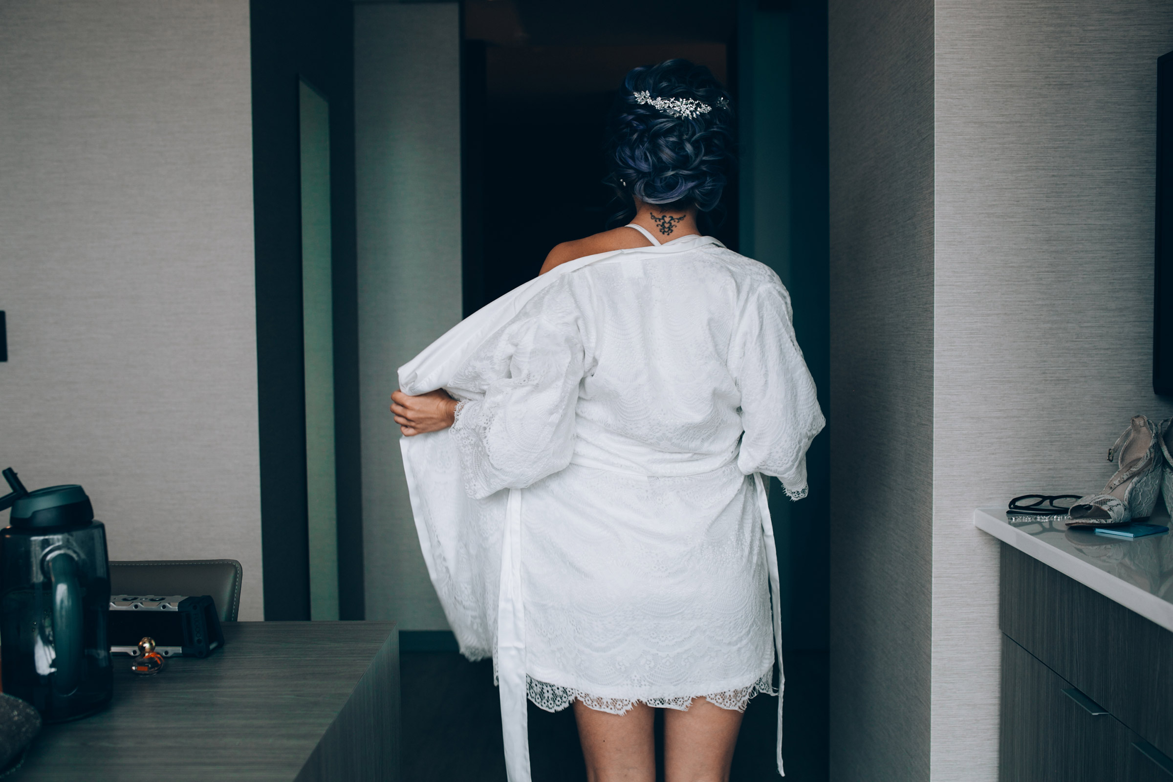 bride-taking-robe-off-desmoines-iowa-ac-hotel-raelyn-ramey-photography.jpg