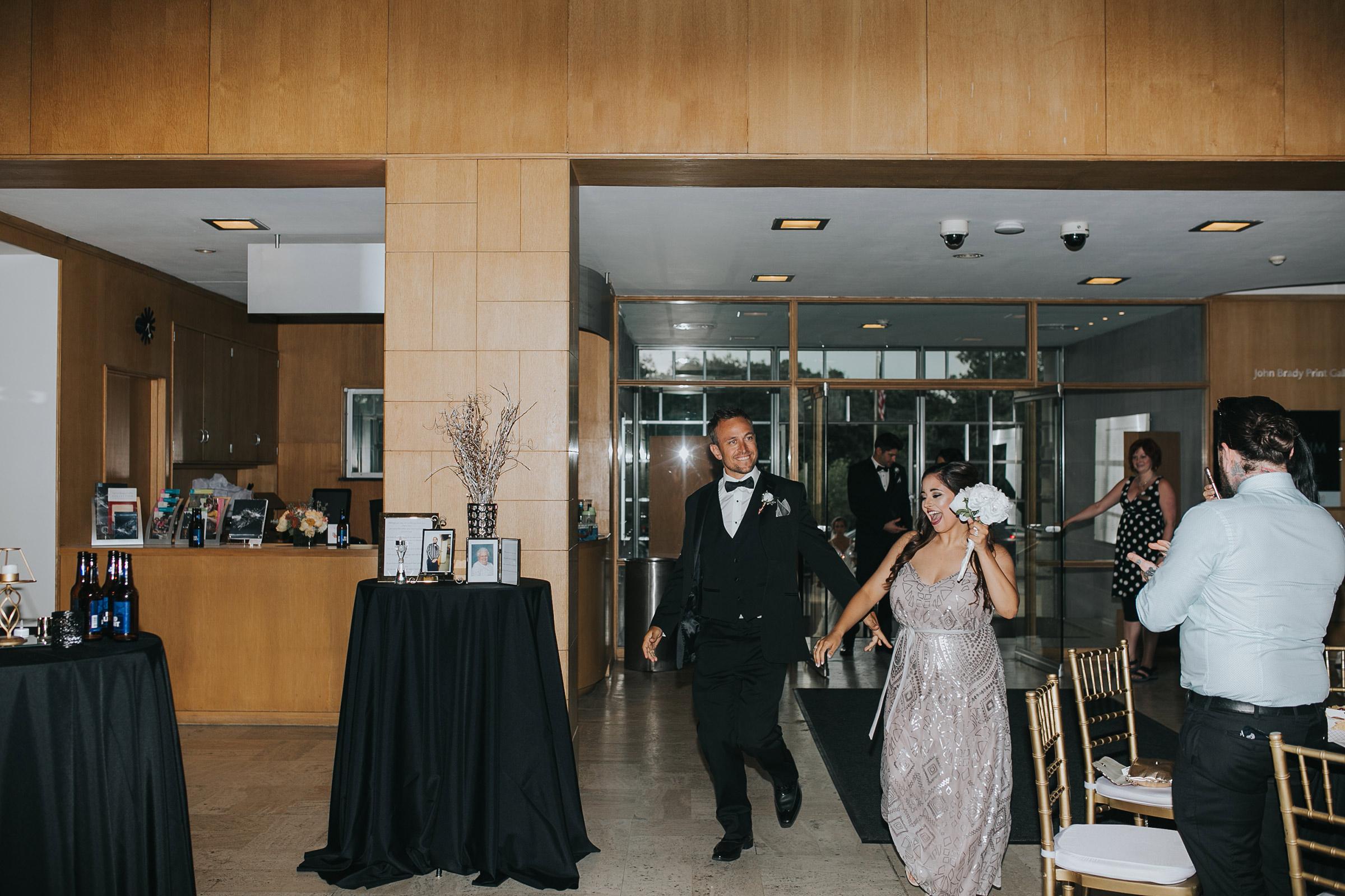 bridesmaid-groomsmen-walking-into--desmoines-iowa-art-center-raelyn-ramey-photography.jpg