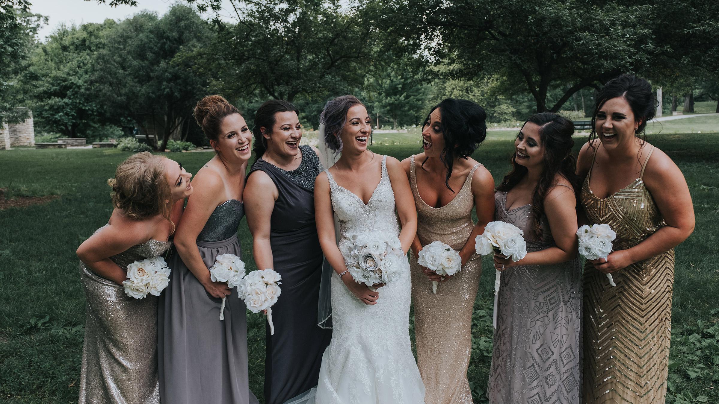 bridesmaids-laughing-at-bride-desmoines-iowa-art-center-raelyn-ramey-photography.jpg