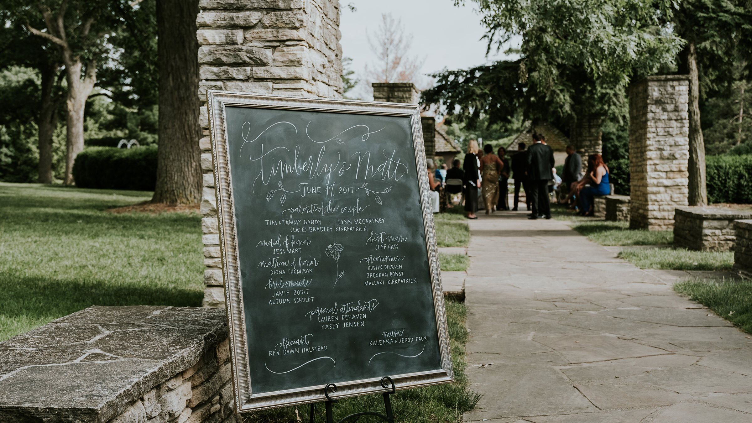 ceremony-welcome-sign-desmoines-iowa-rose-garden-raelyn-ramey-photography.jpg