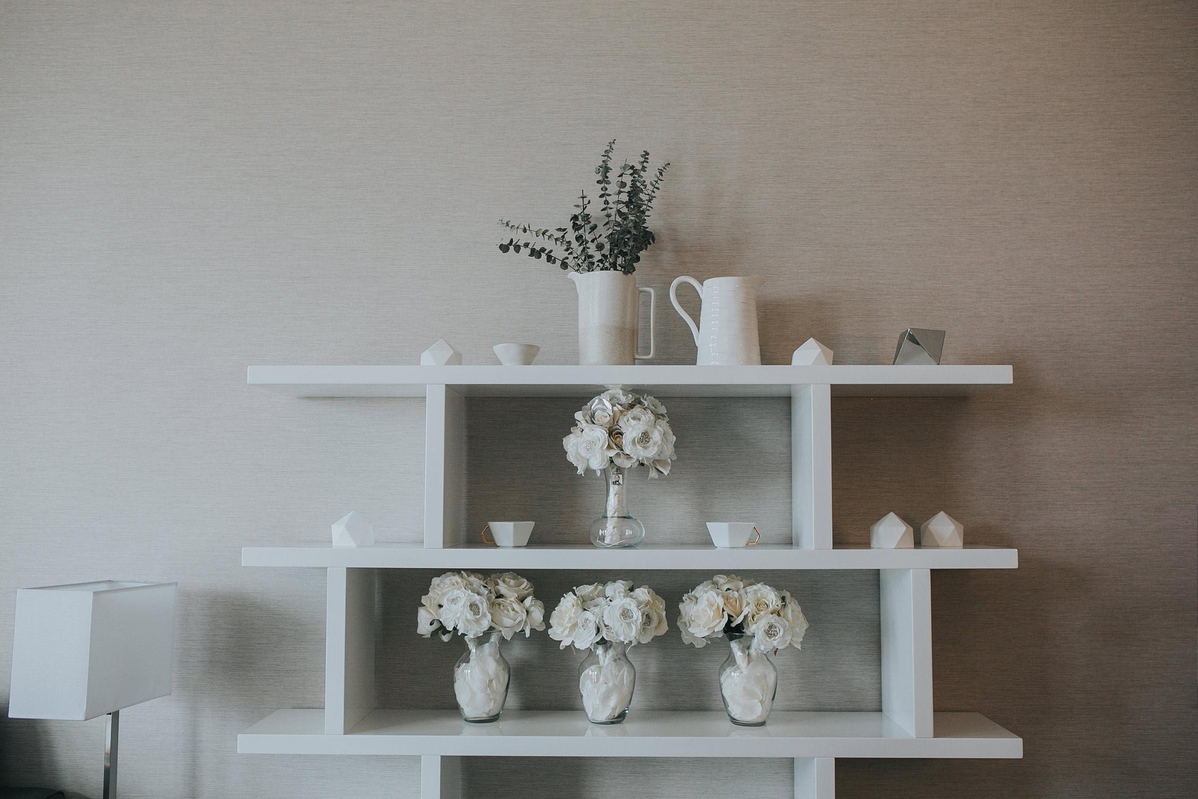 detail-shot-of-bouquets-on-shelf-desmoines-iowa-ac-hotel-raelyn-ramey-photography.jpg