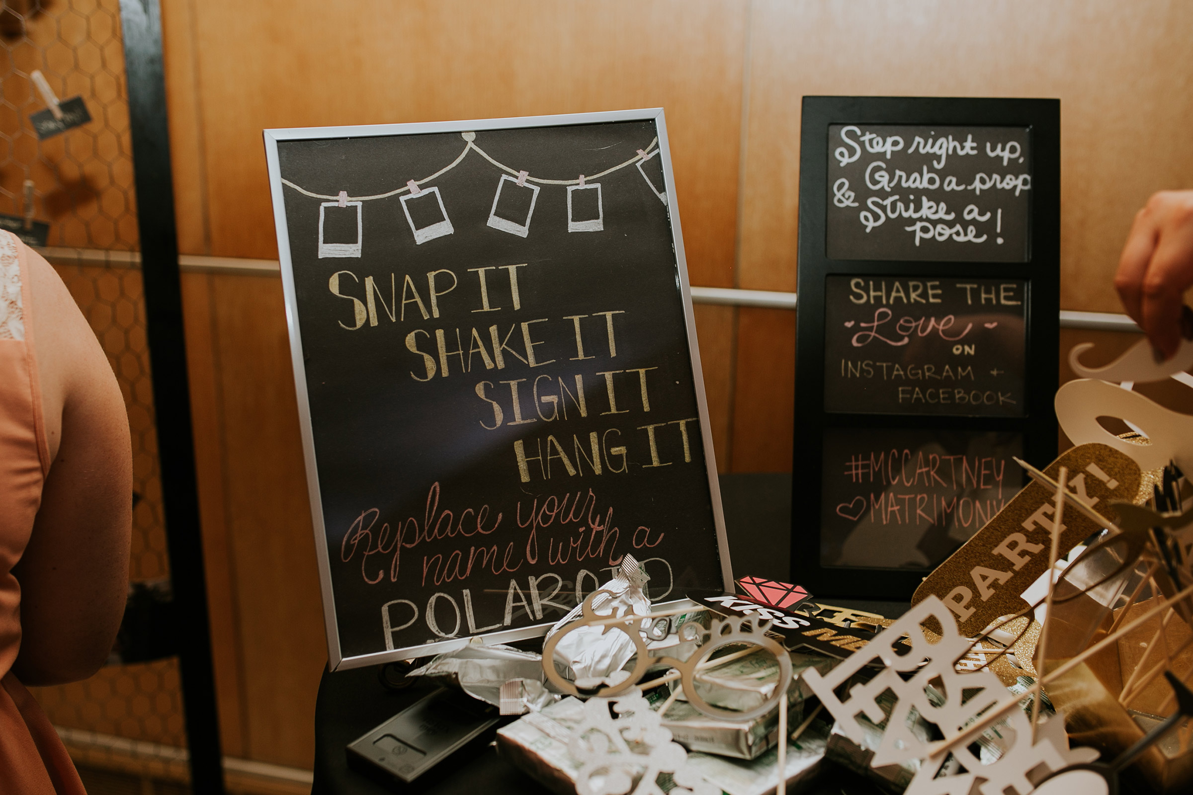 display-details-for-greeting-table-iowa-art-center-raelyn-ramey-photography.jpg