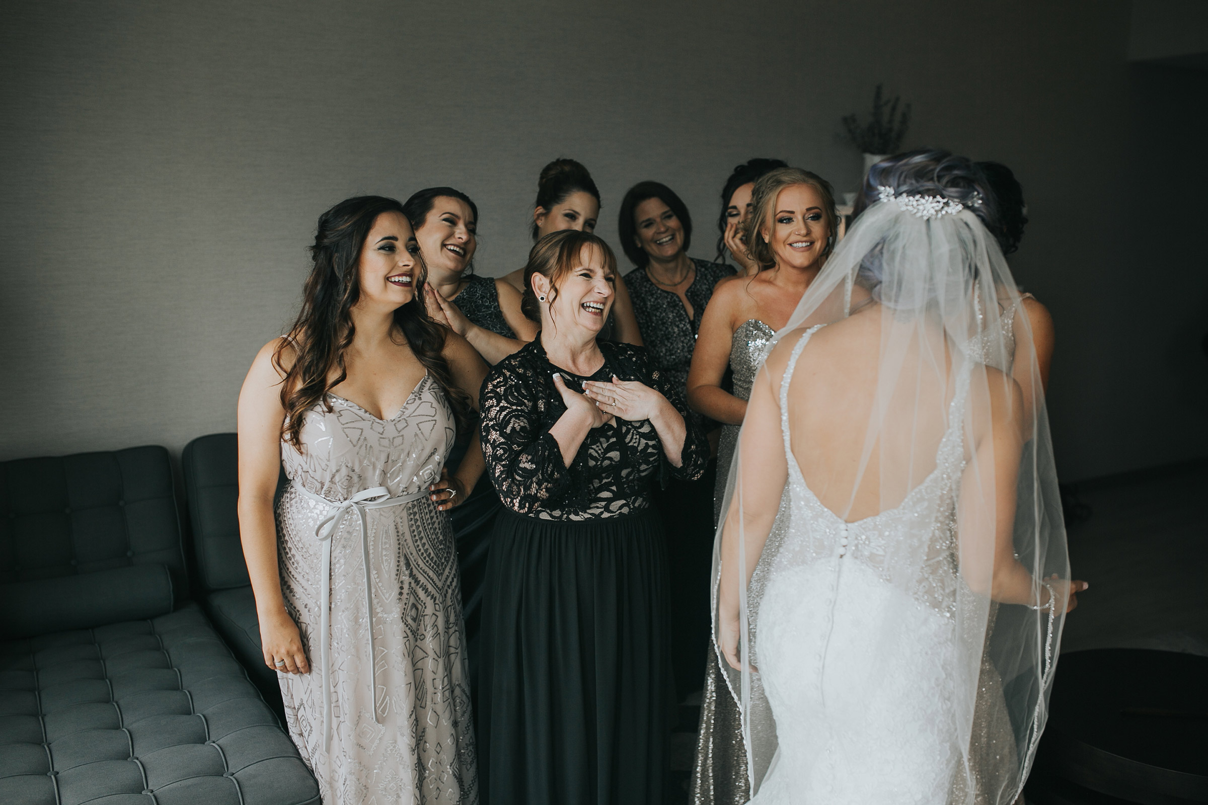 girls-reacting-to-brides-dress-desmoines-iowa-ac-hotel-raelyn-ramey-photography.jpg
