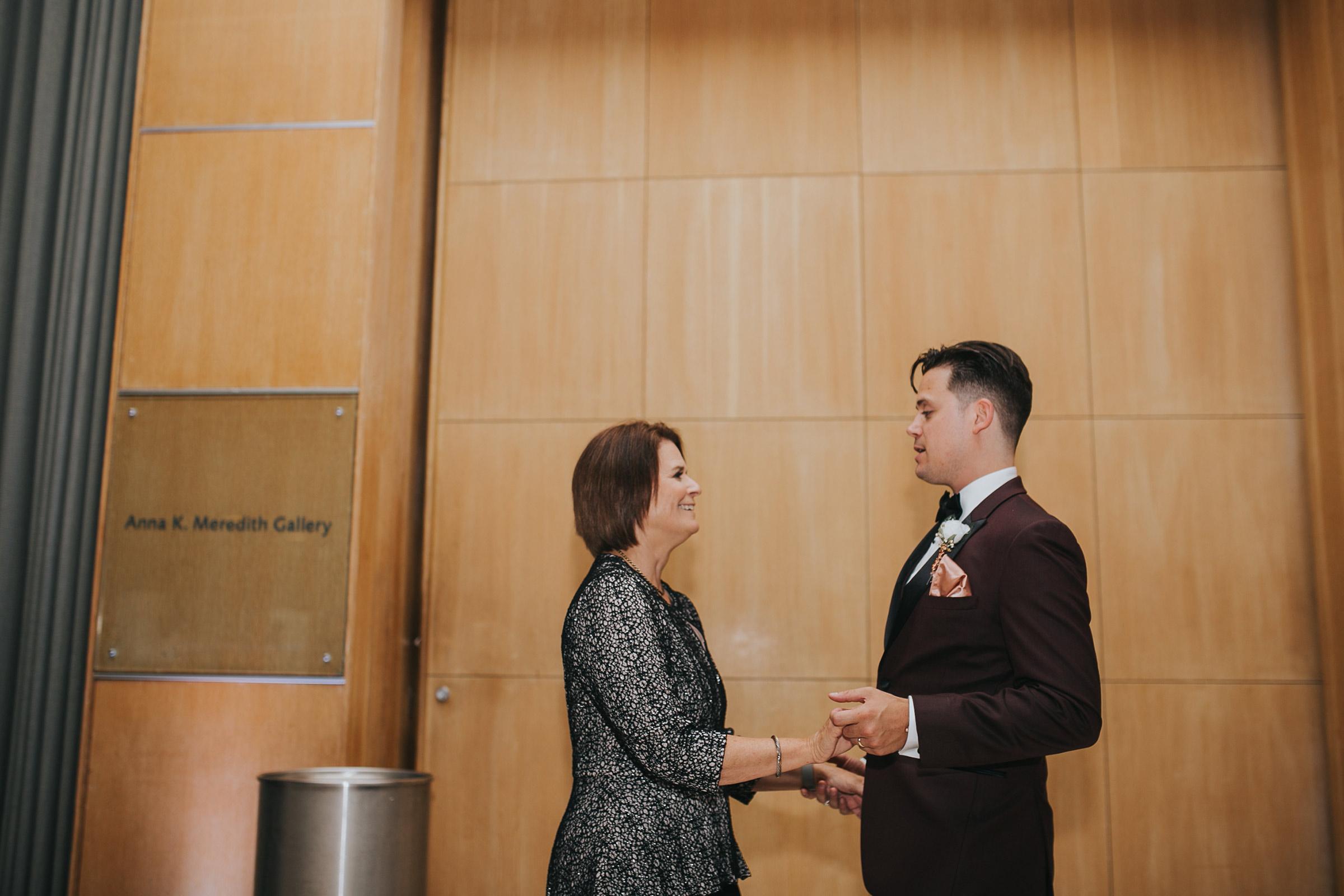 groom-dancing-with-mom-desmoines-iowa-art-center-raelyn-ramey-photography.jpg