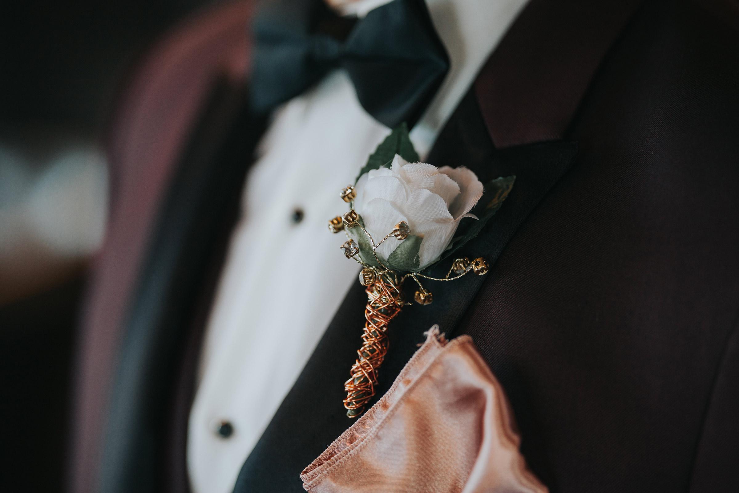 groom-jacket-details-desmoines-iowa-ac-hotel-raelyn-ramey-photography.jpg