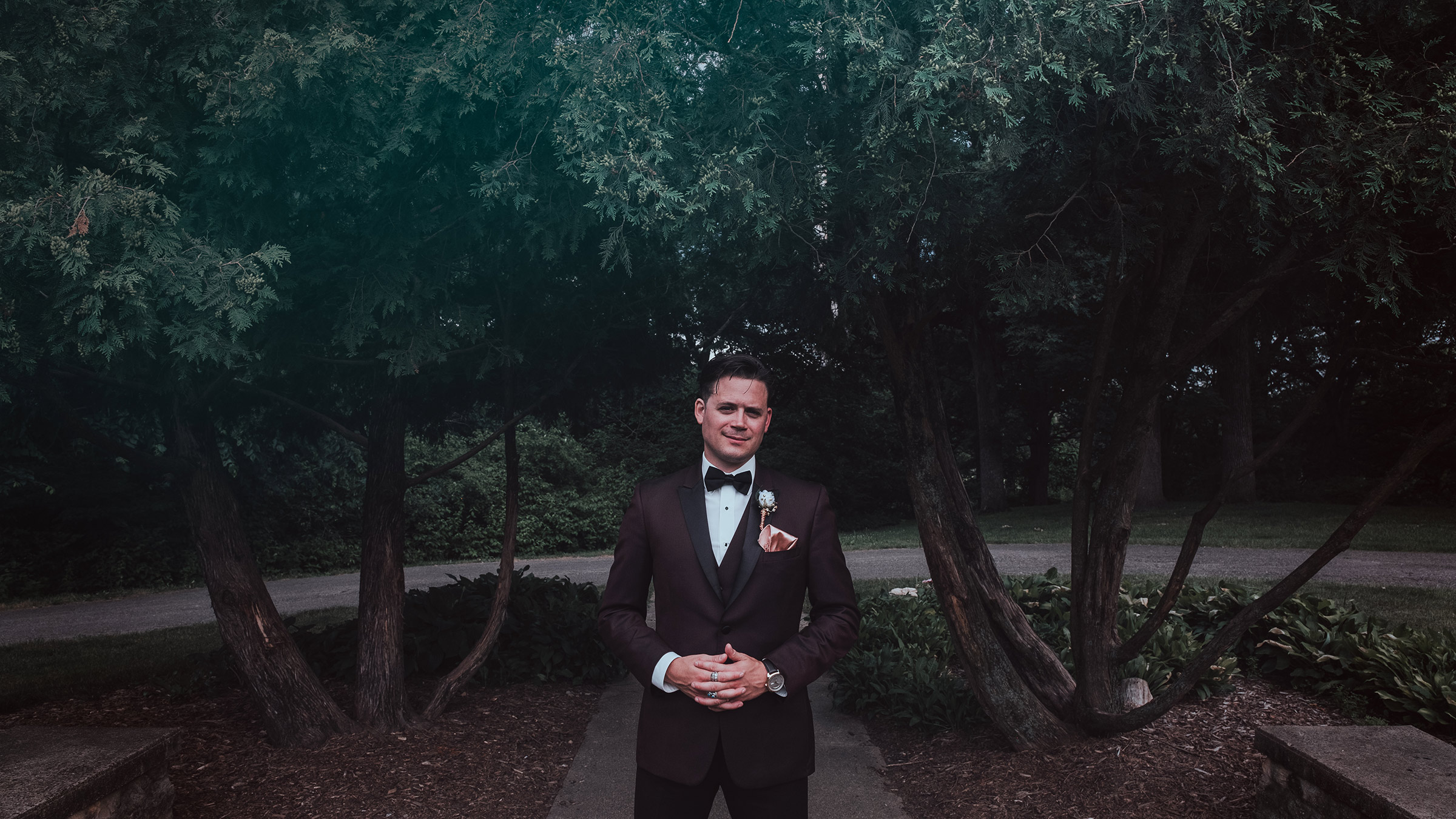 groom-portrait-in-front-of-trees-desmoines-iowa-art-center-raelyn-ramey-photography.jpg