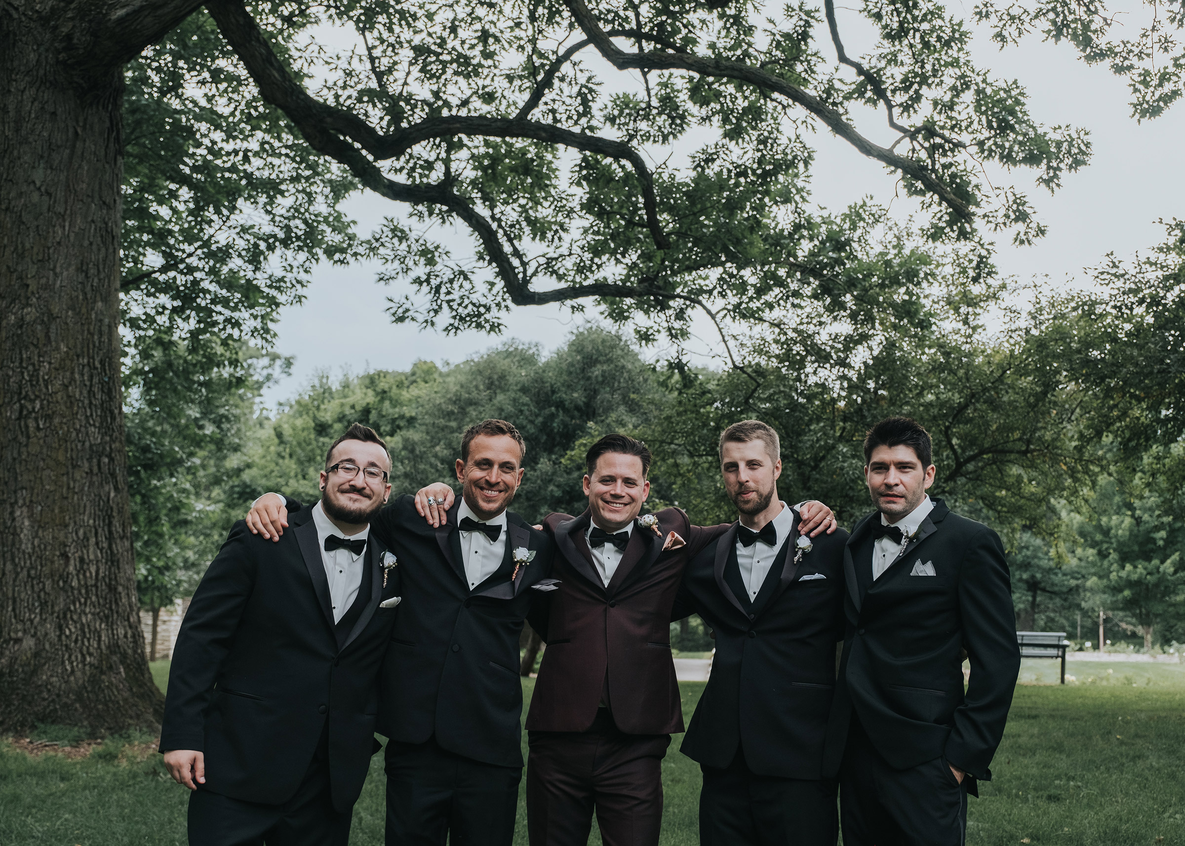 groom-with-arms-around-groomsmen-desmoines-iowa-art-center-raelyn-ramey-photography.jpg