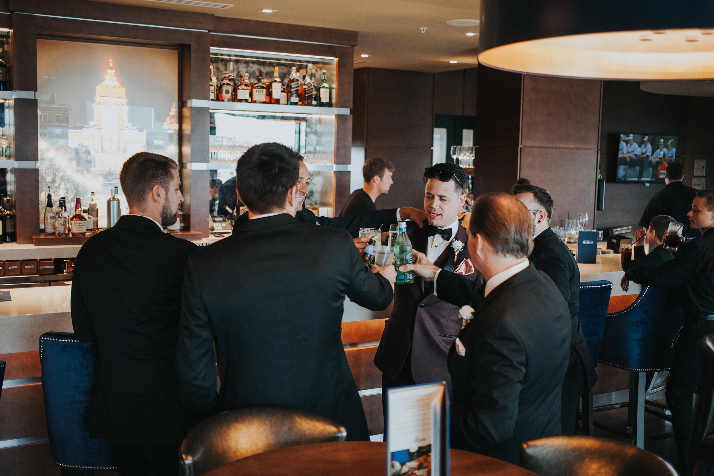 groomsmen-cheers-republic-on-grand-desmoines-iowa-ac-hotel-raelyn-ramey-photography.jpg
