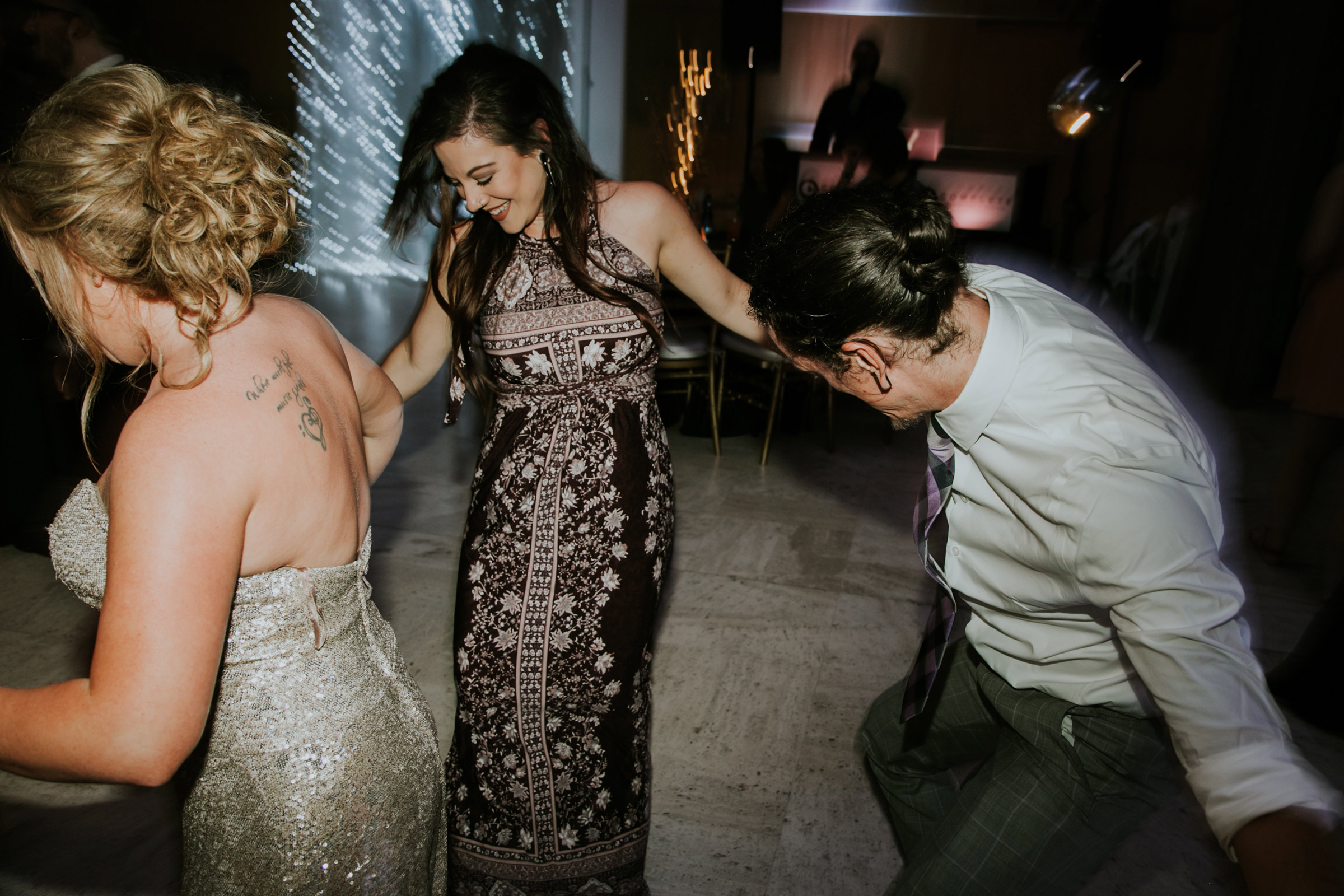 guest-dancing-on-the-dance-floor-after-hours-desmoines-iowa-art-center-raelyn-ramey-photography.jpg