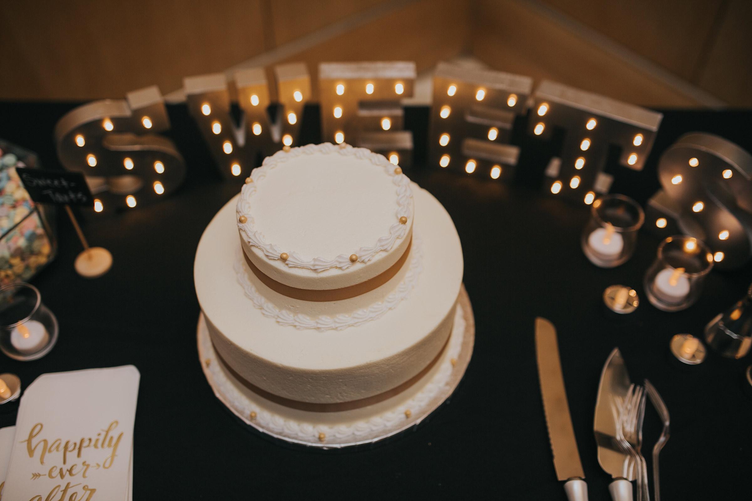 sweets-bar-with-cake-desmoines-iowa-art-center-raelyn-ramey-photography.jpg