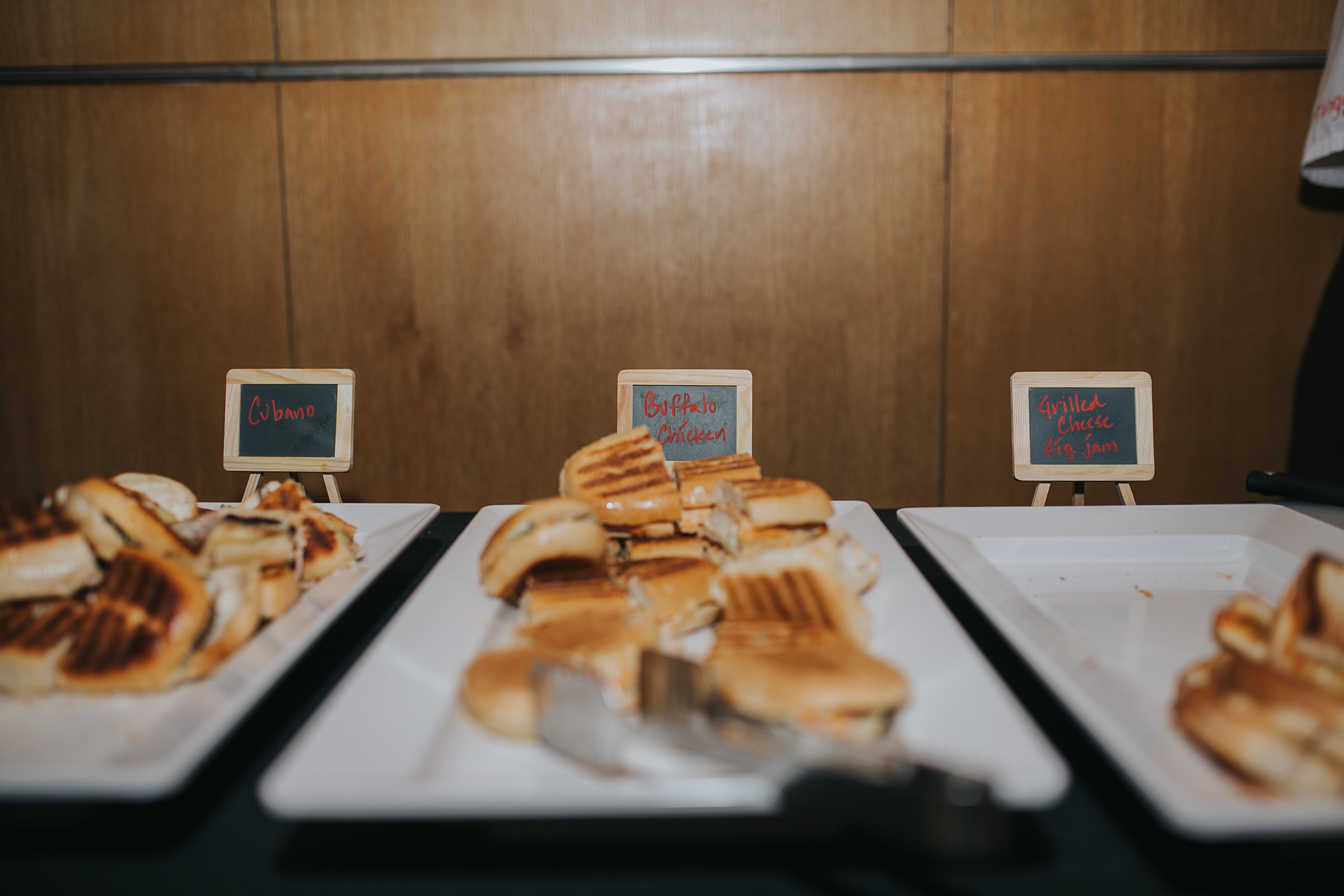 wedding-party-food-sandwhiches-desmoines-iowa-art-center-raelyn-ramey-photography.jpg