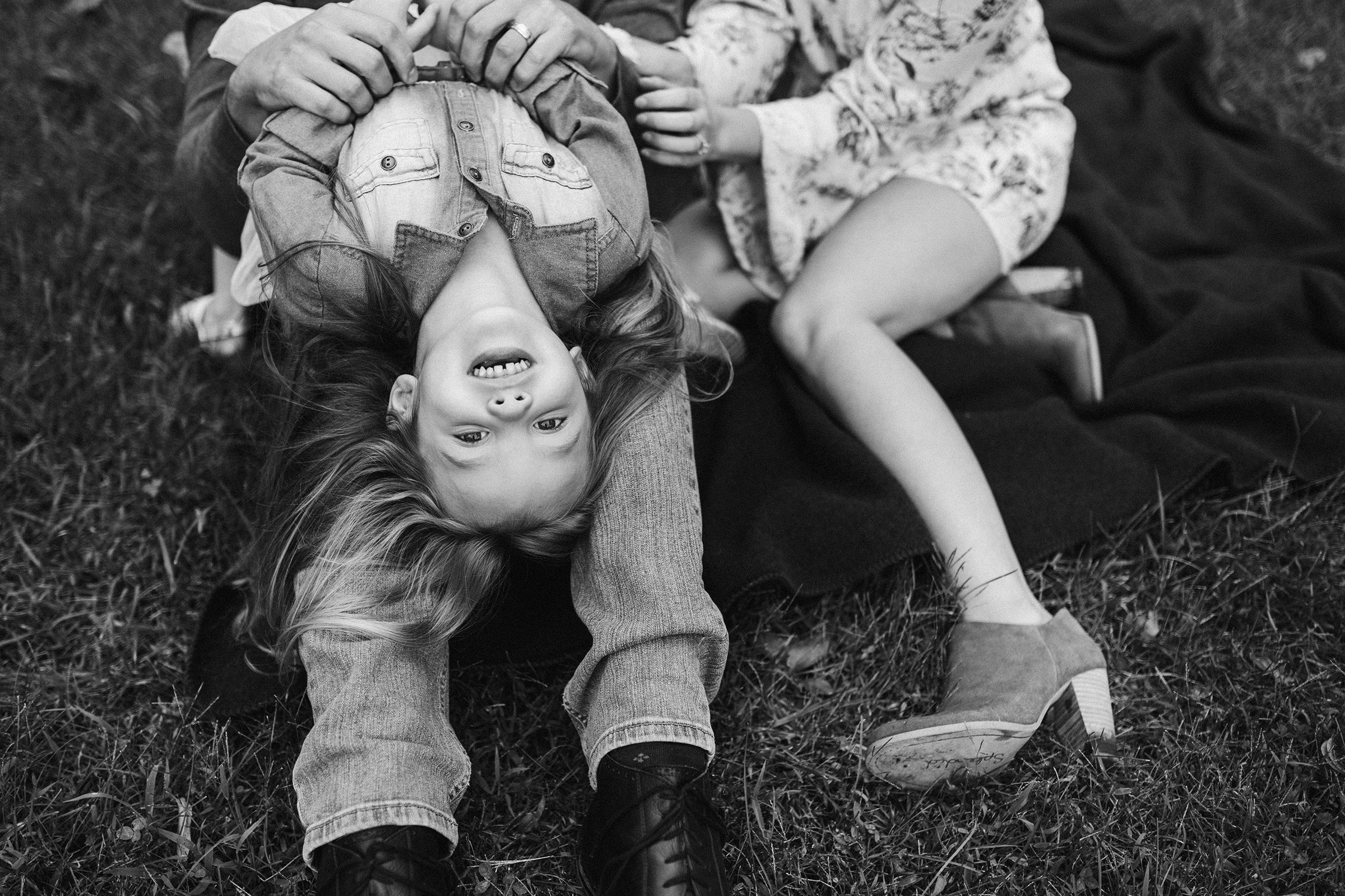mueller-family-dad-holding-girl-granger-iowa-raelyn-ramey-photography.jpg
