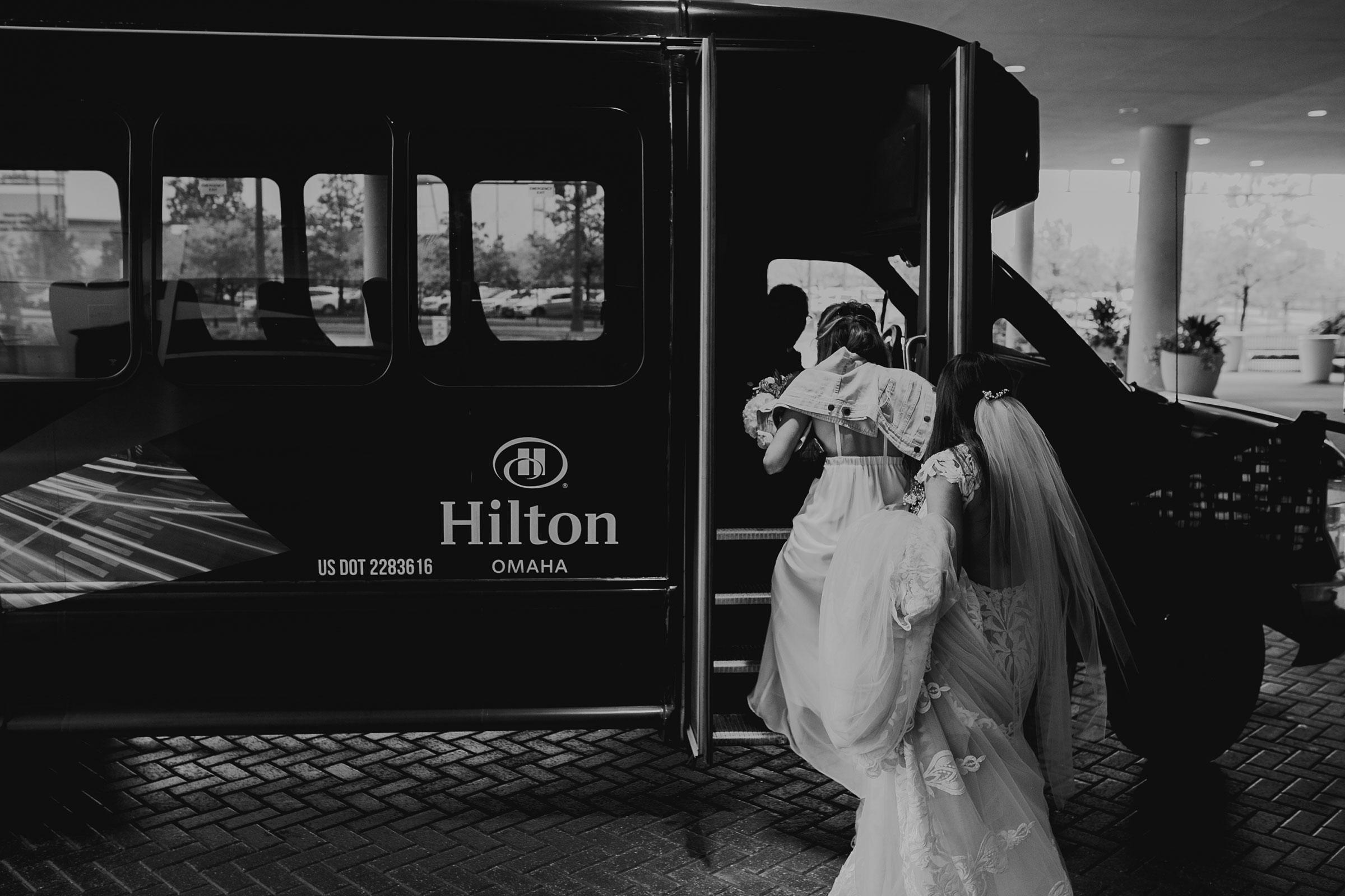 bridal-party-getting-on-shuttle-hilton-omaha-nebraska-raelyn-ramey-photography.jpg