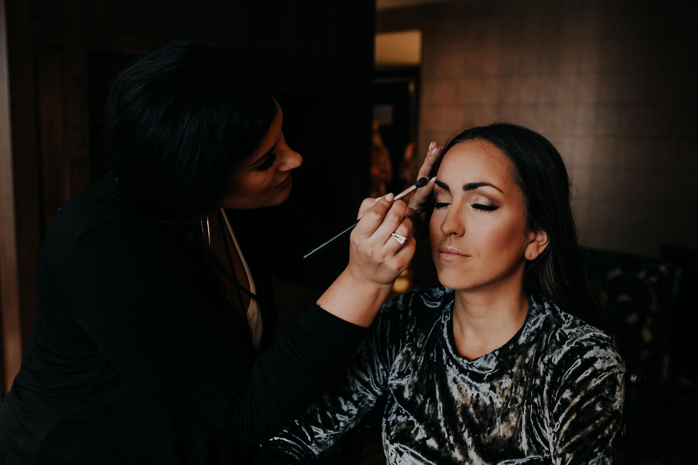 bride-getting-makeup-on-hilton-omaha-nebraska-raelyn-ramey-photography.jpg