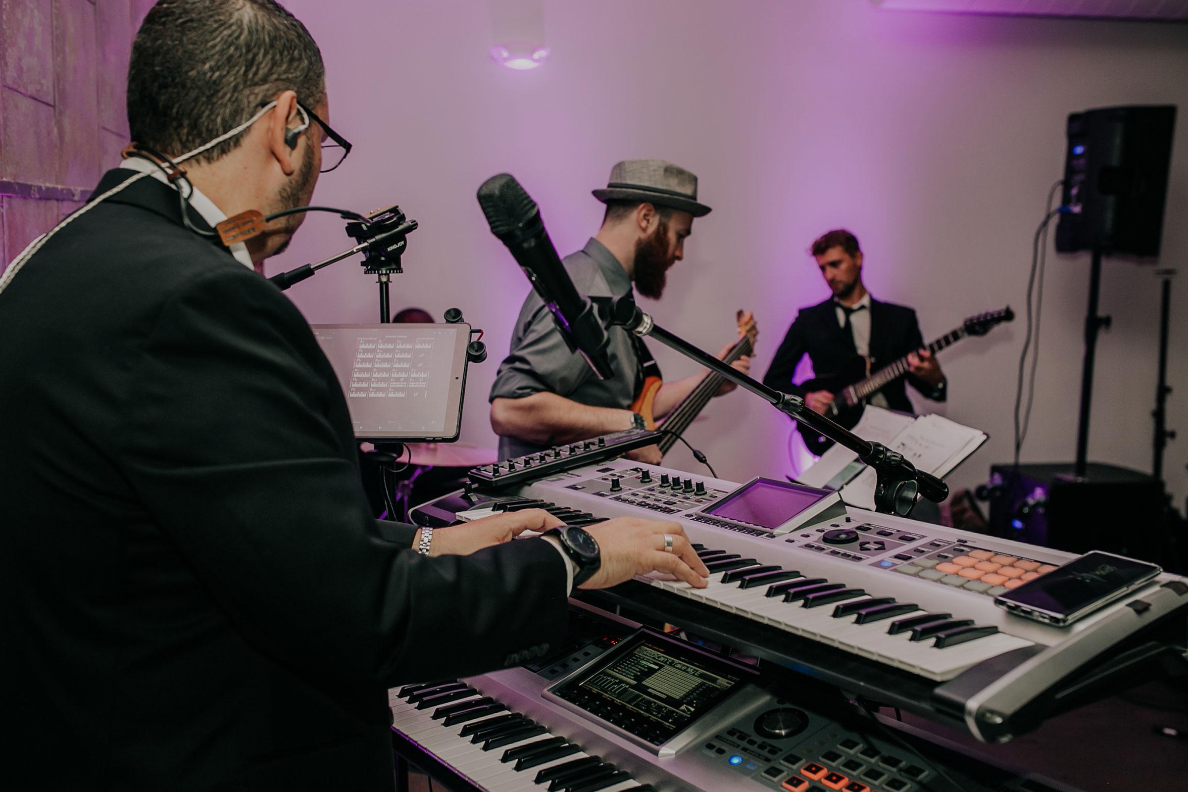 diamond-empire-band-playing-piano-founders-one-nine-omaha-nebraska-raelyn-ramey-photography.jpg
