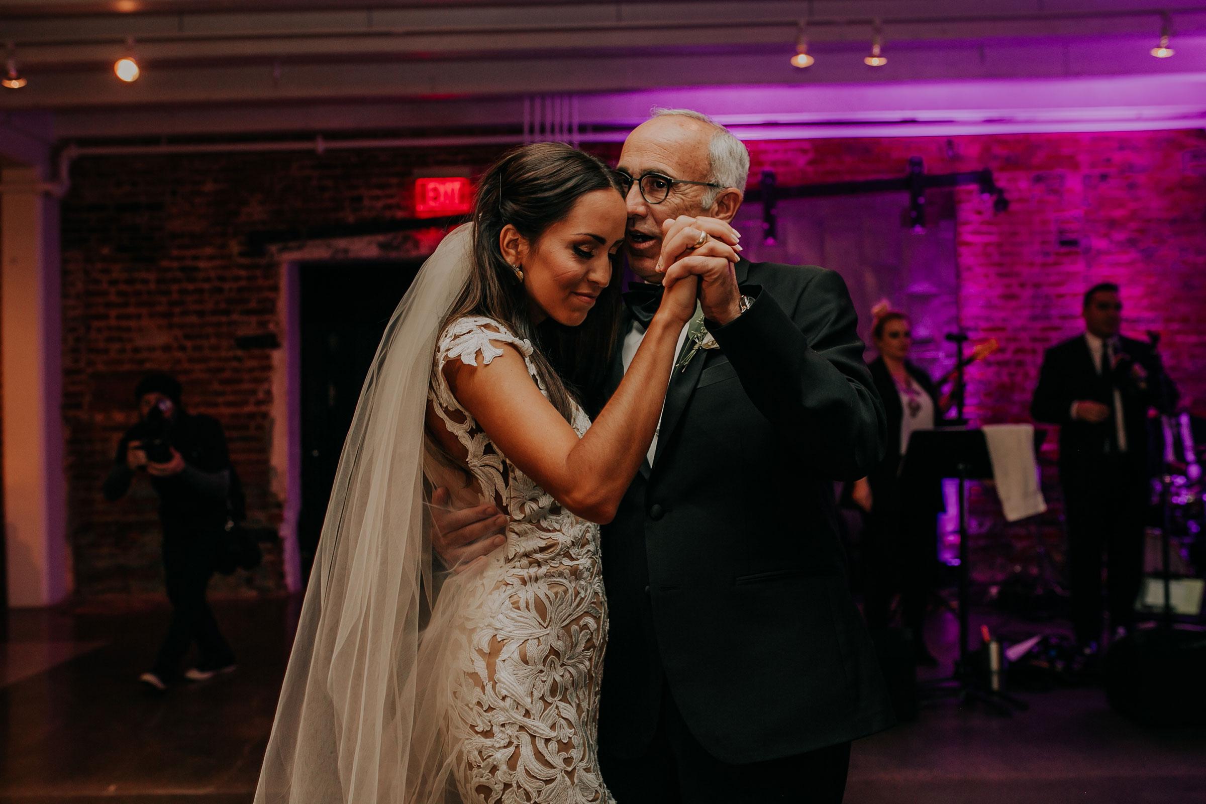 father-daughter-on-dance-floor-slow-dance-founders-one-nine-omaha-nebraska-raelyn-ramey-photography.jpg