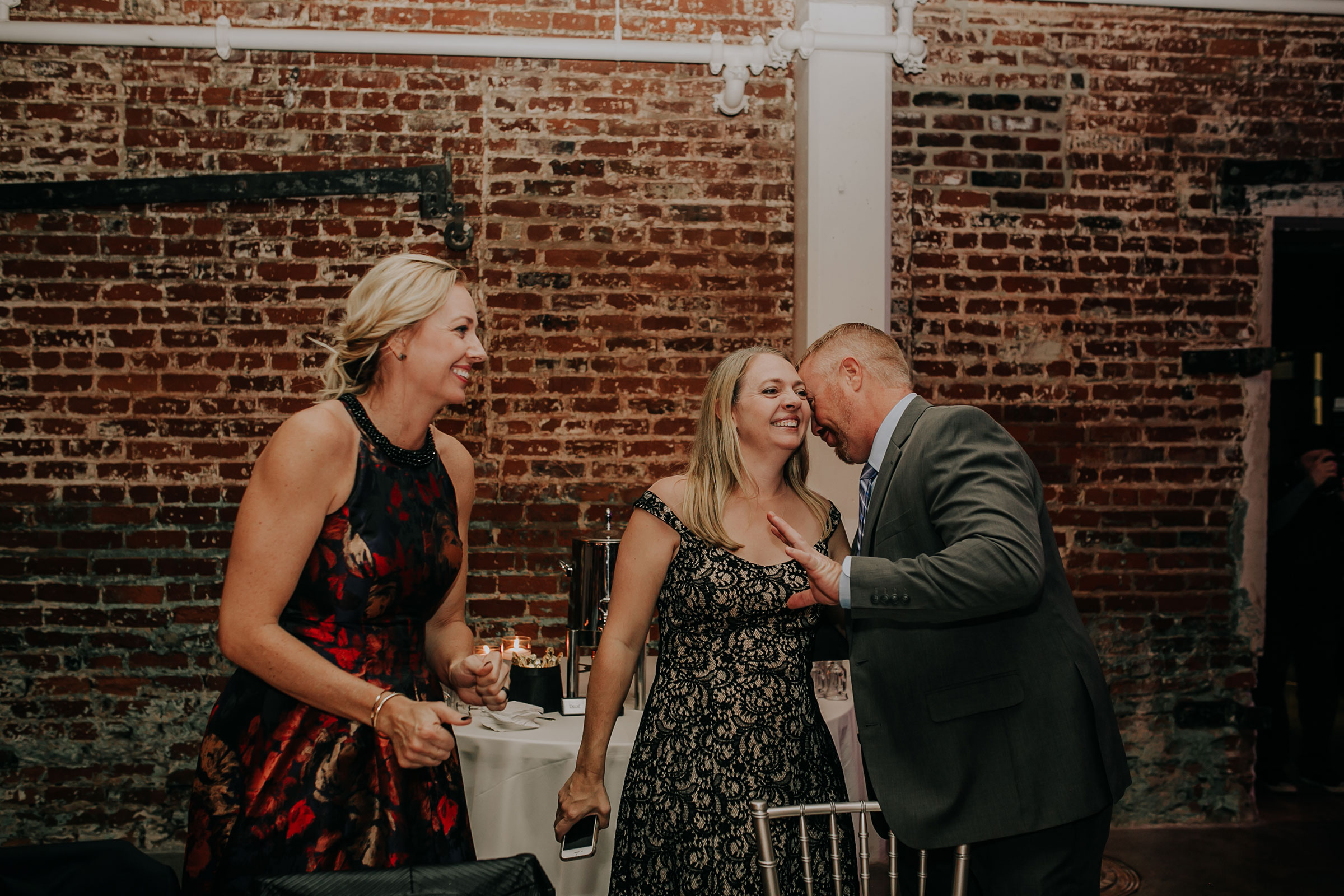 guests-talking-and-laughing-at-reception-founders-one-nine-omaha-nebraska-raelyn-ramey-photography.jpg
