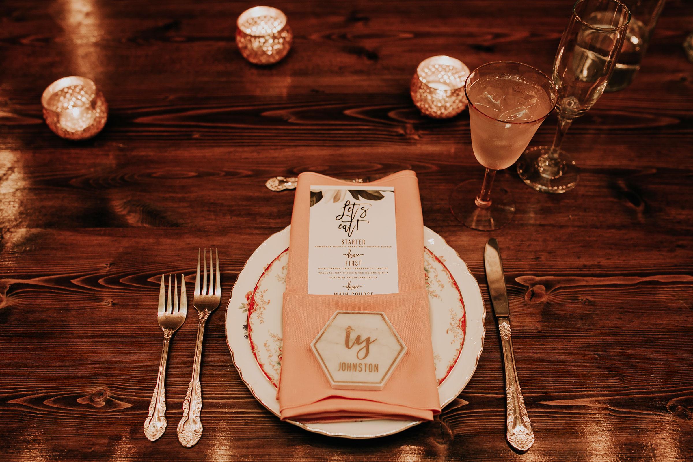 plate-setting-reception-head-table-founders-one-nine-omaha-nebraska-raelyn-ramey-photography.jpg