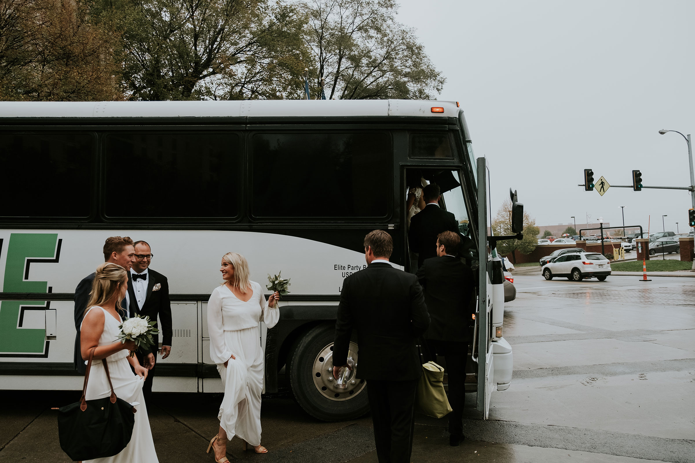 wedding-party-getting-on-party-bus-omaha-nebraska-raelyn-ramey-photography.jpg