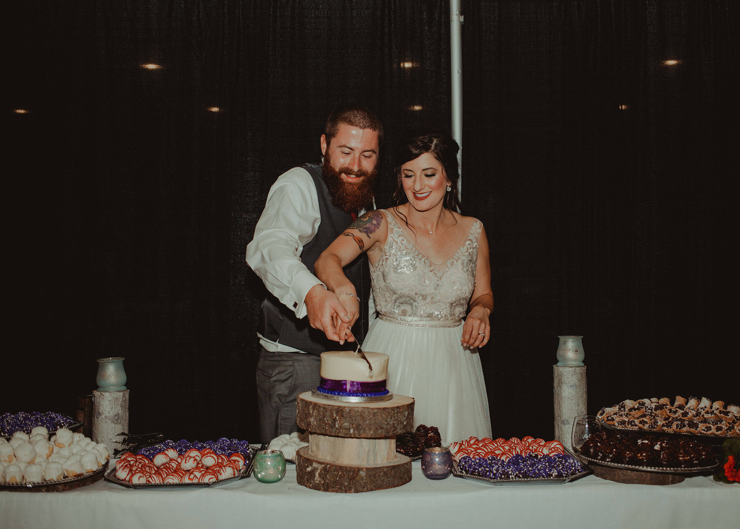 bride-groom-cutting-cake-pella-plaza-desmoines-iowa-raelyn-ramey-photography.jpg