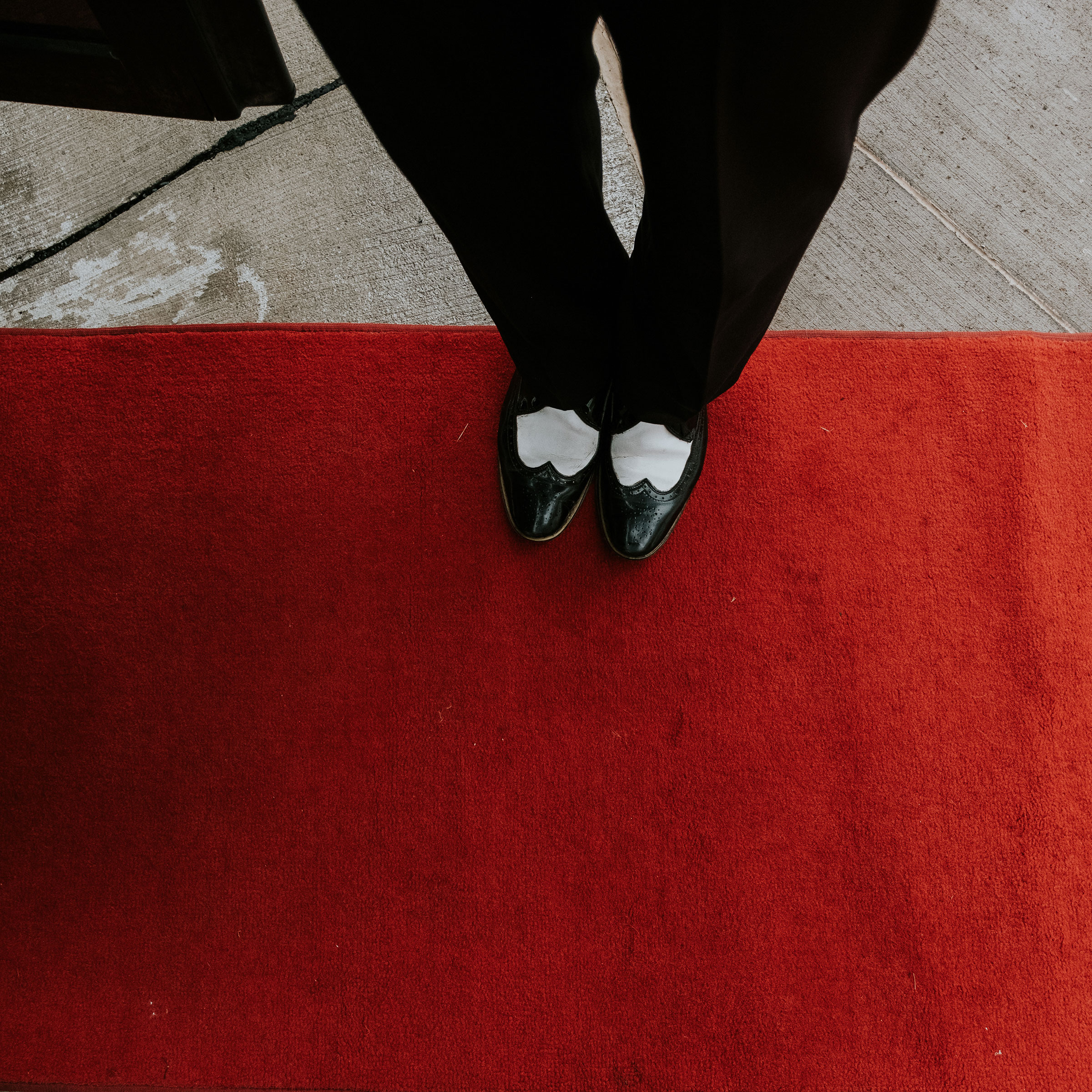 bus-driver-shoes-on-red-carpet-pella-plaza-desmoines-iowa-raelyn-ramey-photography.jpg