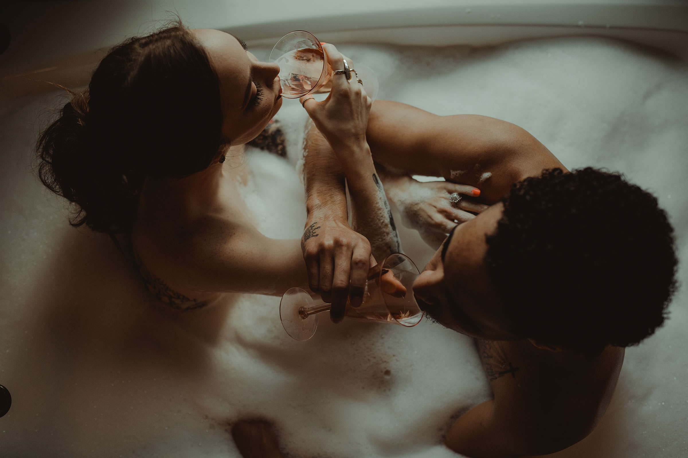 couple-drinking-rose-in-the-bathtub-engagement-desmoines-iowa-raelyn-ramey-photography.jpg