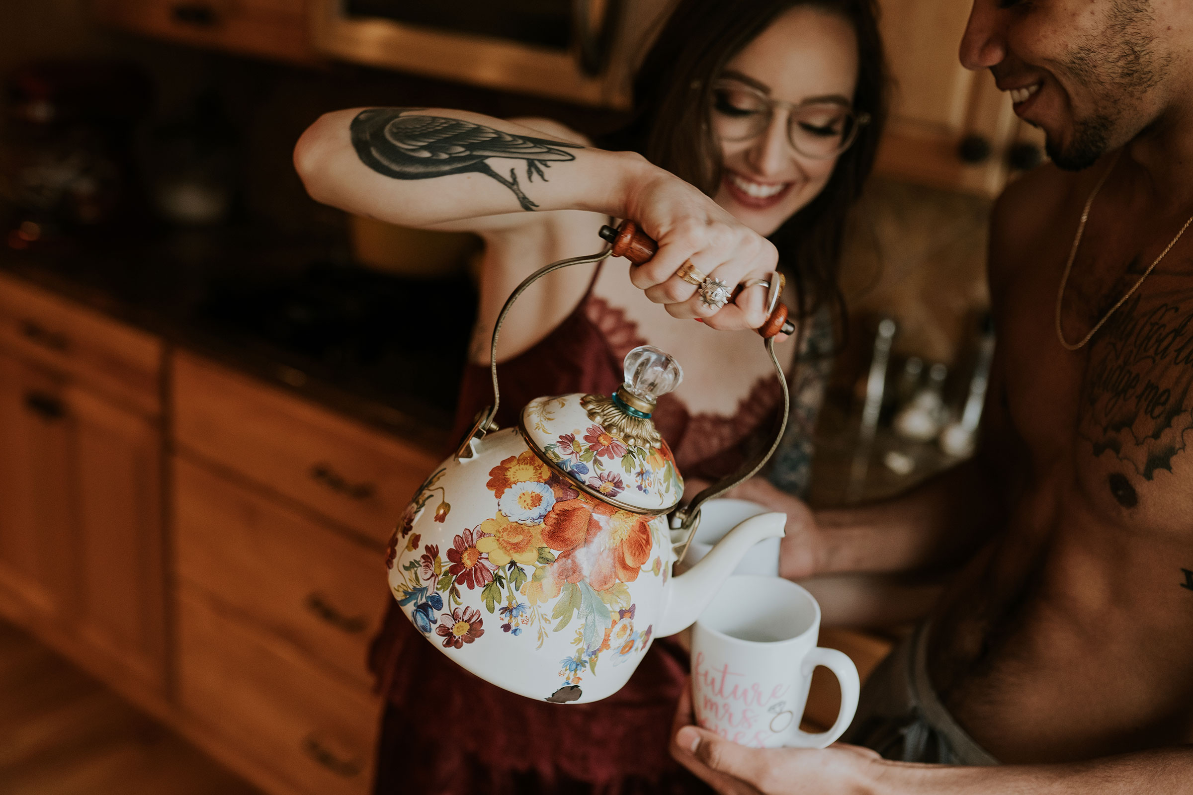 couple-pouring-tea-in-kitchen-engagement-desmoines-iowa-raelyn-ramey-photography.jpg