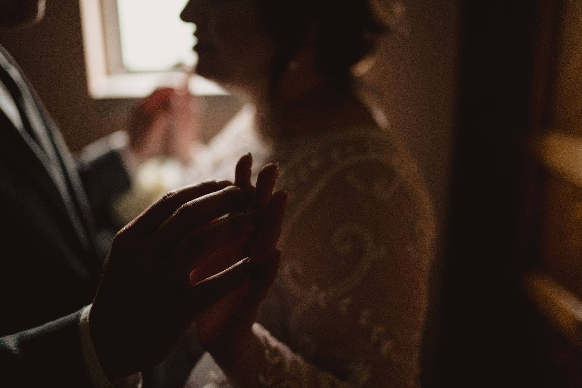 detail-shot-of-bride-groom-hands-touching-wedding-salisbury-house-desmoines-iowa-raelyn-ramey-photography.jpg