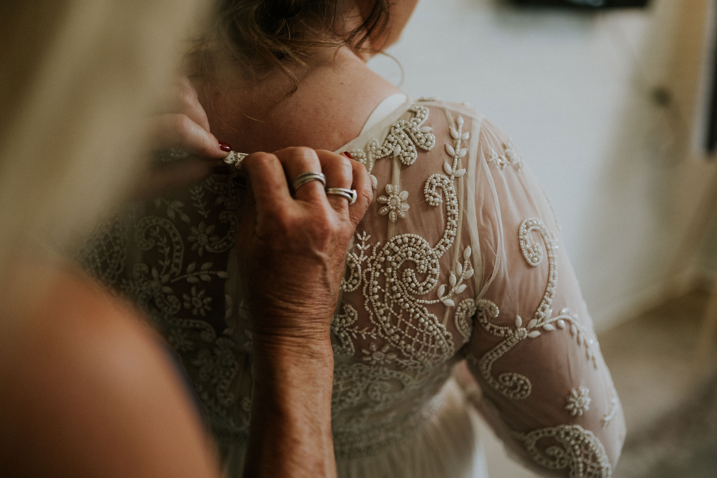 mother-helping-bride-put-dress-on-elopement-salisbury-house-desmoines-iowa-raelyn-ramey-photography.jpg