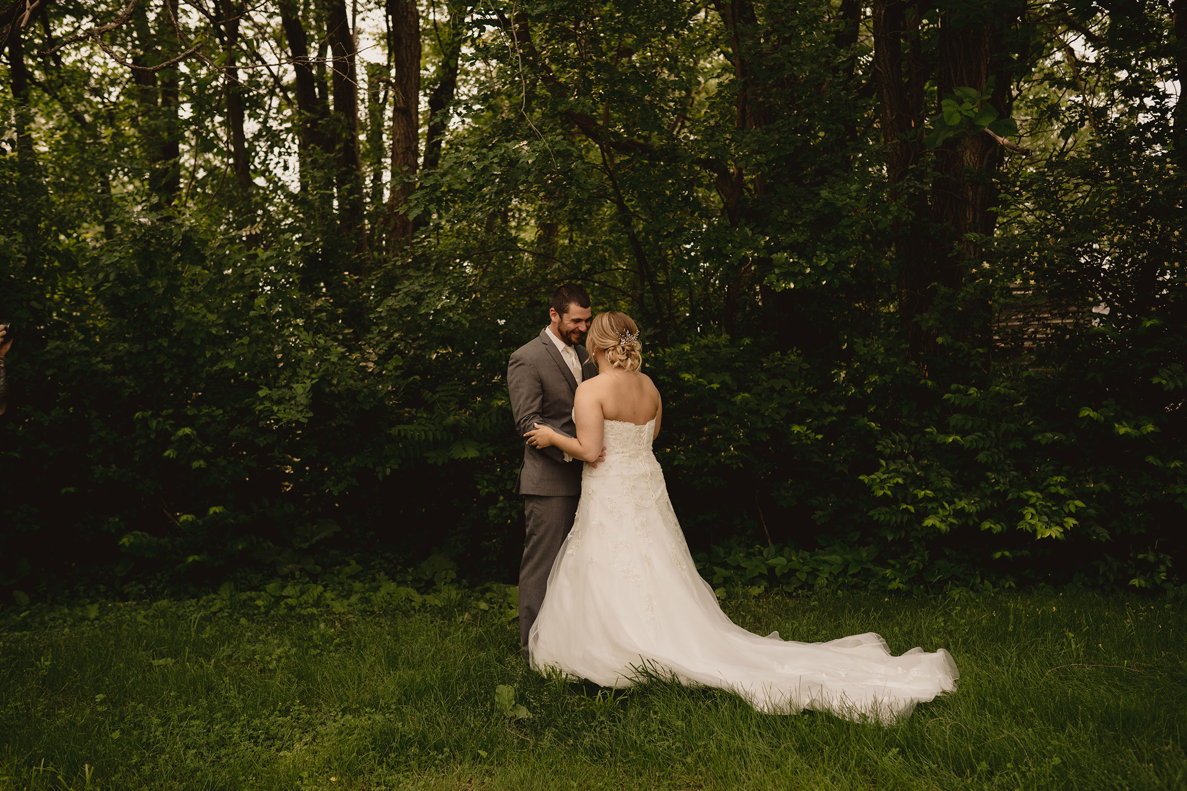 bride-and-groom-first-look-decades-event-center-building-desmoines-iowa-raelyn-ramey-photography..jpg