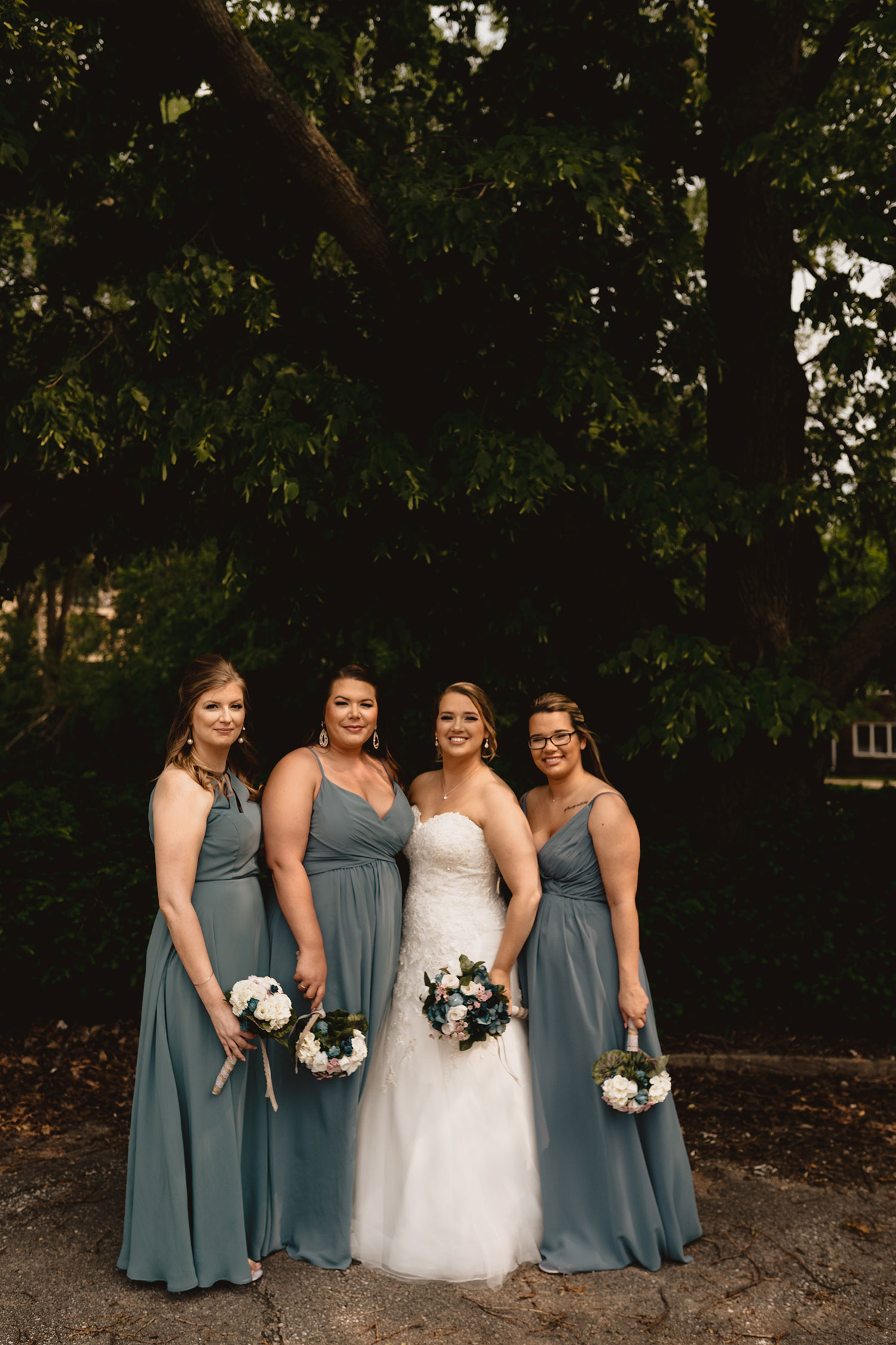 bridesmaids-decades-event-center-building-desmoines-iowa-raelyn-ramey-photography..jpg