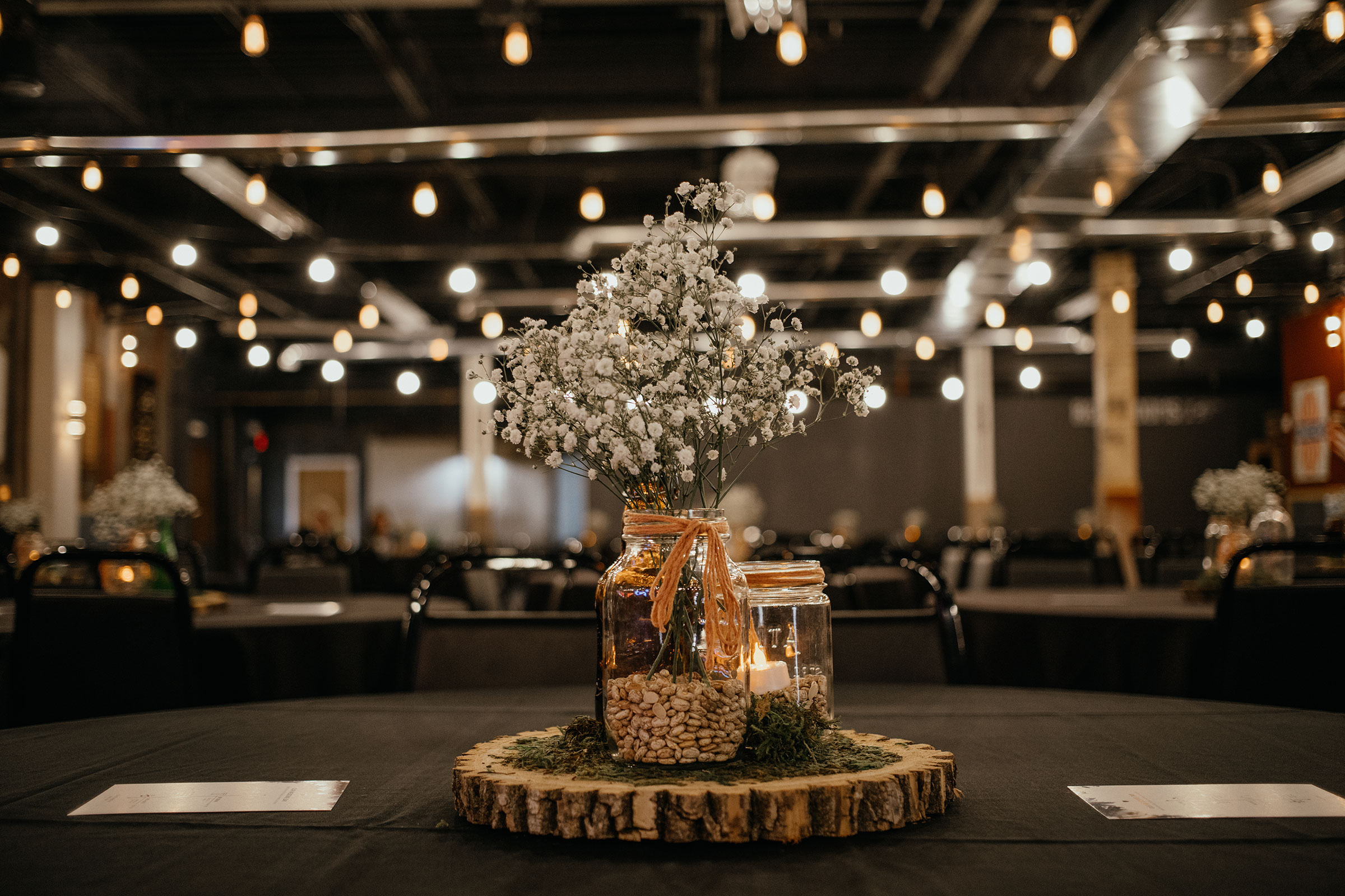 detail-shot-of-table-decorations-decades-event-center-building-desmoines-iowa-raelyn-ramey-photography..jpg