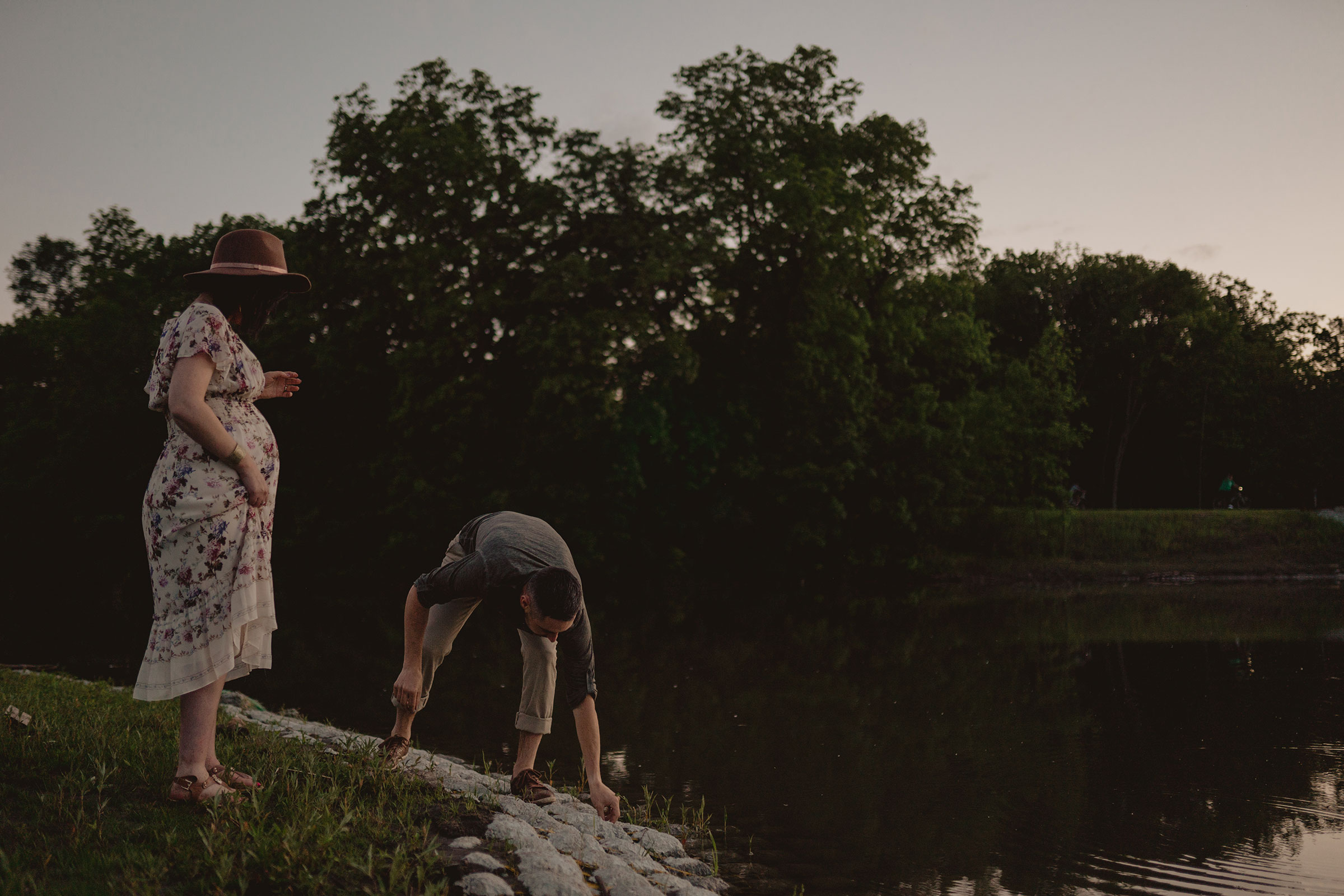 husband-picking-up-rocks-while-pregnant-wife-watches-maternity-desmoines-iowa-raelyn-ramey-photography.jpg