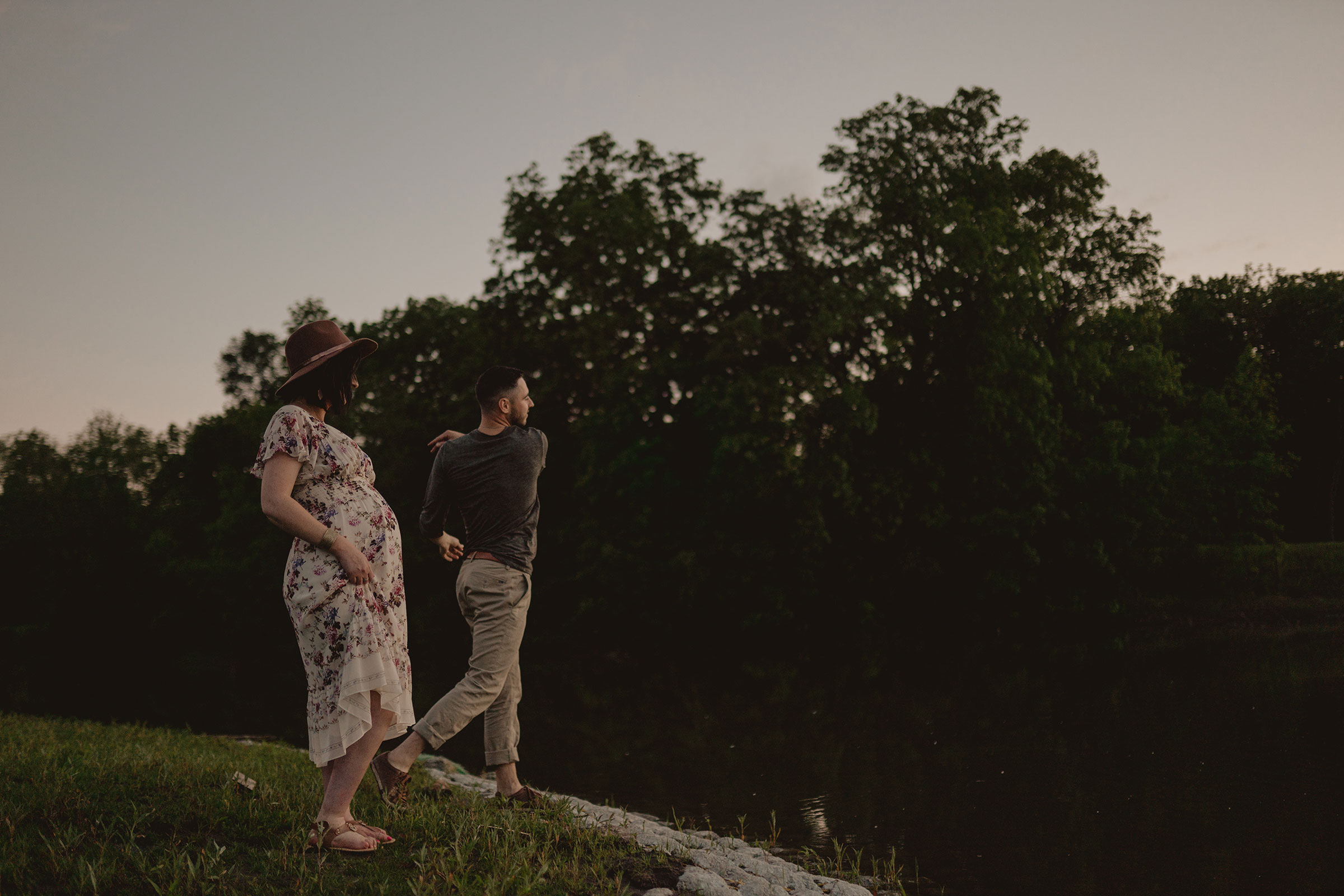 mom-to-be-watching-husband-throw-rocks-in-water-maternity-desmoines-iowa-raelyn-ramey-photography.jpg